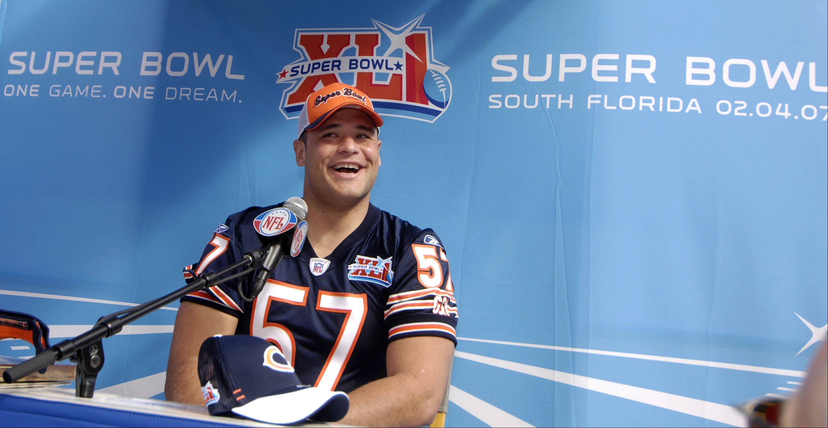 sbxlitue_17sp013007RW photo0579427 Rick West all zones //// Bears C Olin Kreutz answers questions during Super Bowl Media Day at Dolphin Stadium in Miami Tuesday.