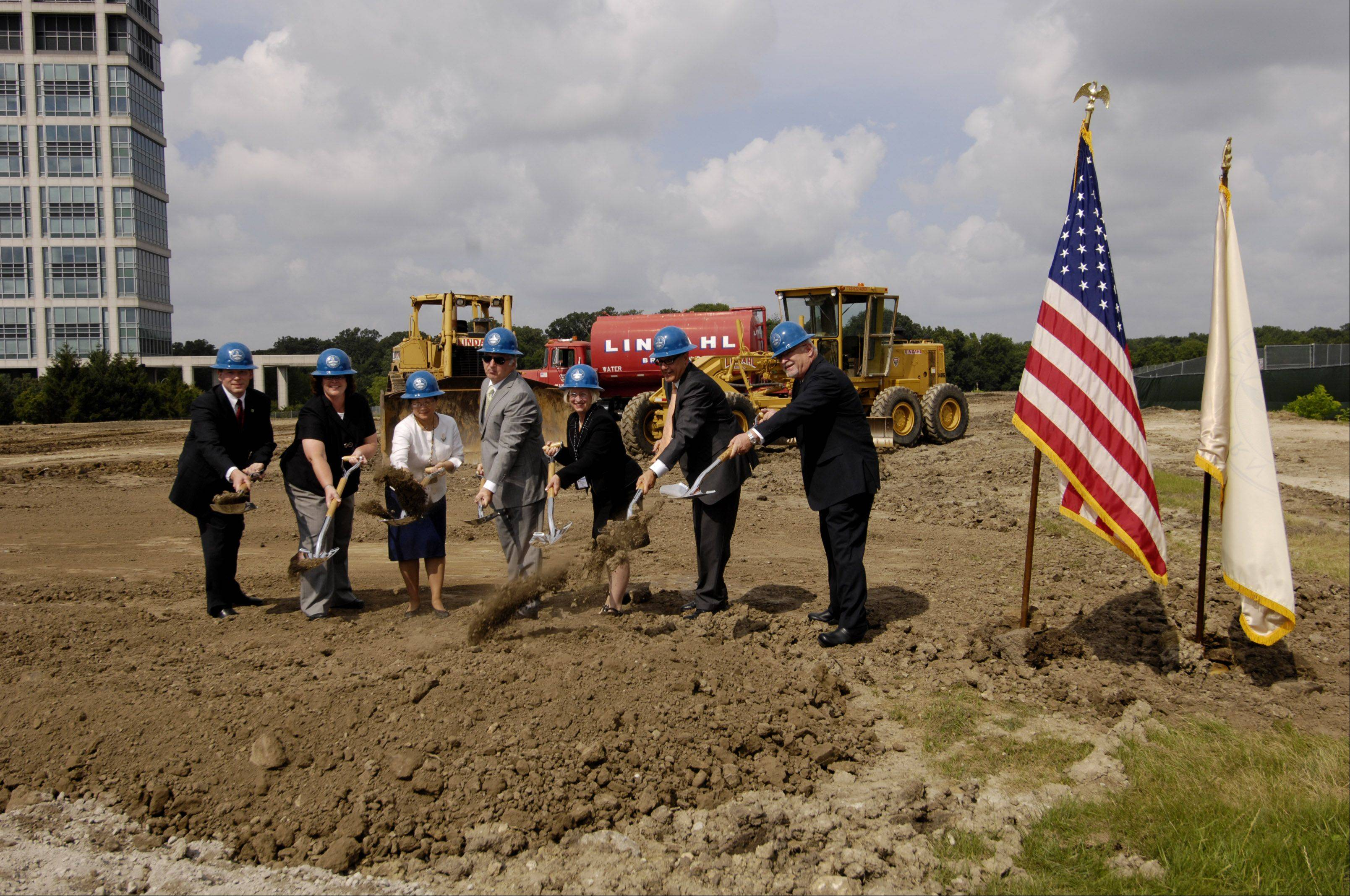 Midwestern University officials and civic leaders broke ground Monday on a new Midwestern University dental clinic in Downers Grove. It's expected to serve patients around DuPage County starting in 2013.