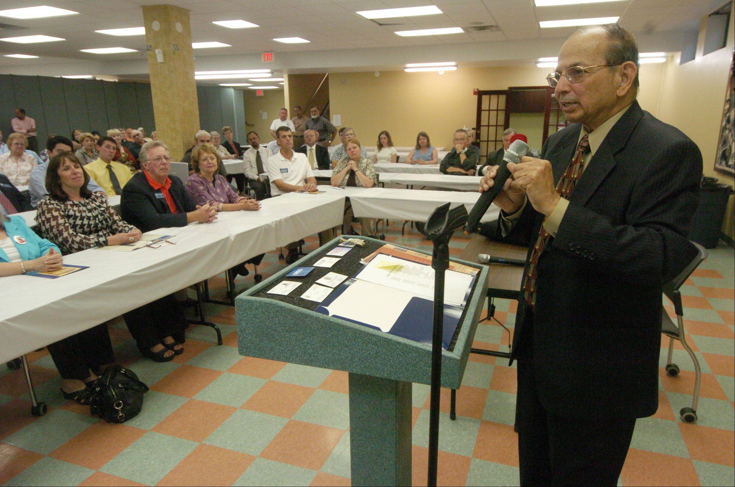 Dr. Khalid Sami speaks to guests at a gathering for an interfaith iftar at Masjid-Al-Huda in Schaumburg.