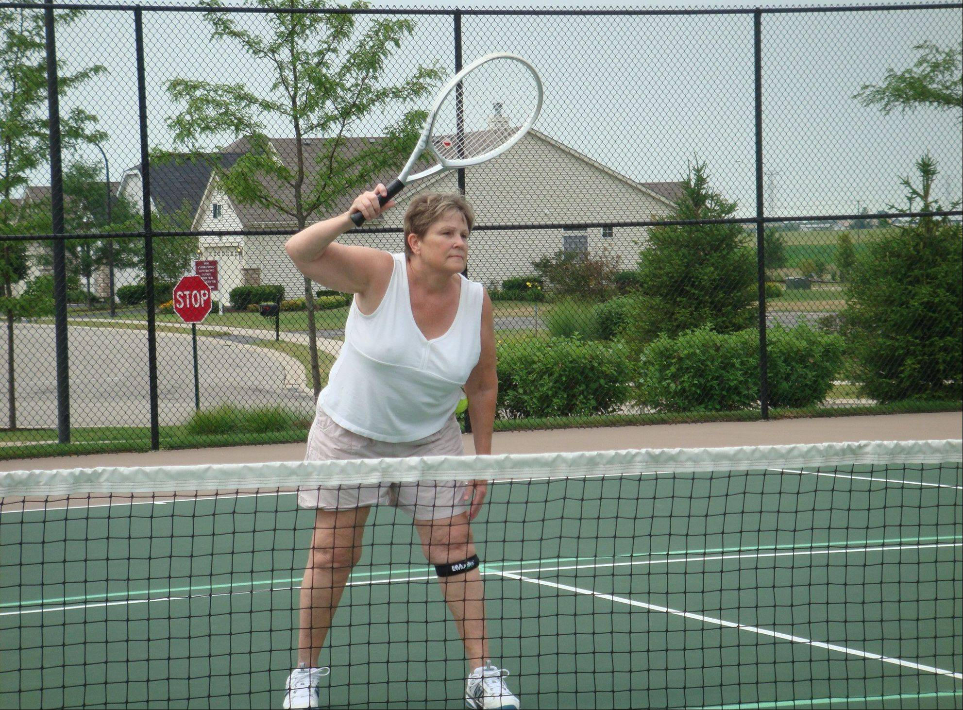 At Carillon Club of Naperville, Karen Havel can often be seen playing a lively game of tennis or taking water aerobics in an effort to stay fit, despite the fact that in the past she has had a shoulder muscle tear and a tear of the meniscus in one knee and still suffers from arthritis in both knees.