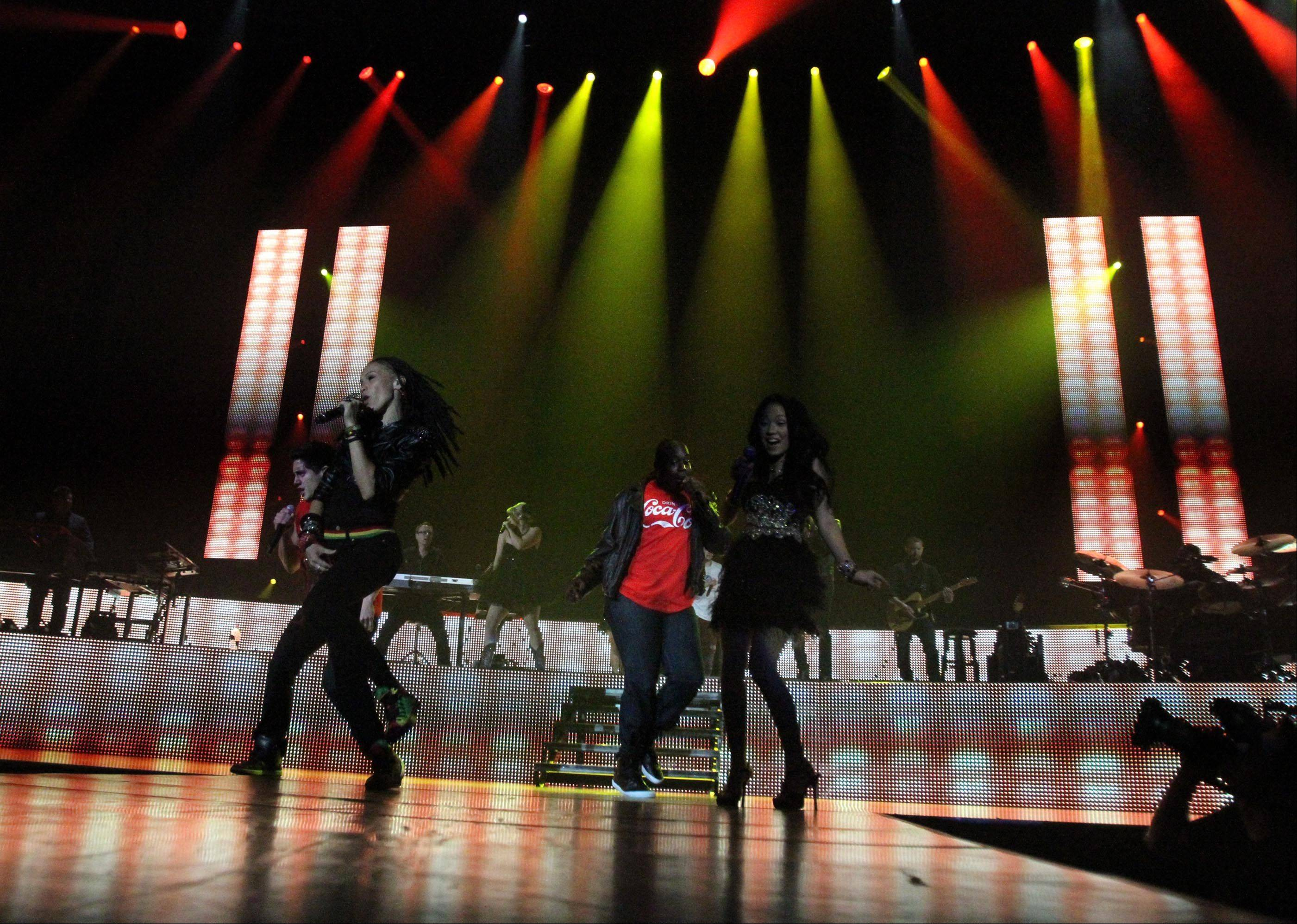 All the American Idol finalists perform.