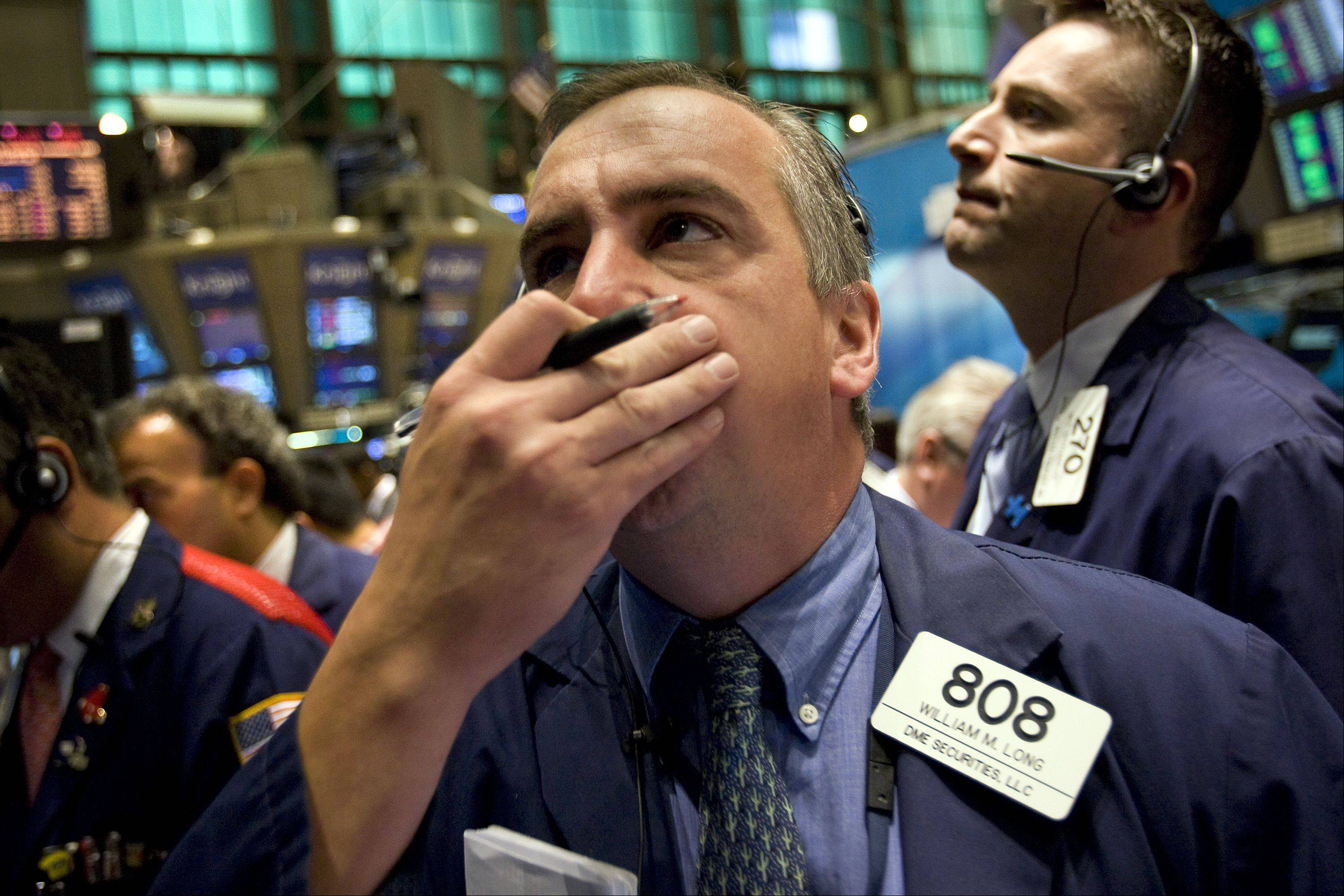 Traders work on the floor of the New York Stock Exchange (NYSE) in New York, U.S., on Monday, Aug. 8, 2011. U.S. stock futures retreated, following the biggest weekly drop in the Standard & Poor�s 500 Index since 2008, amid concern that a downgrade of the nation�s credit rating by S&P may worsen an economic slowdown.