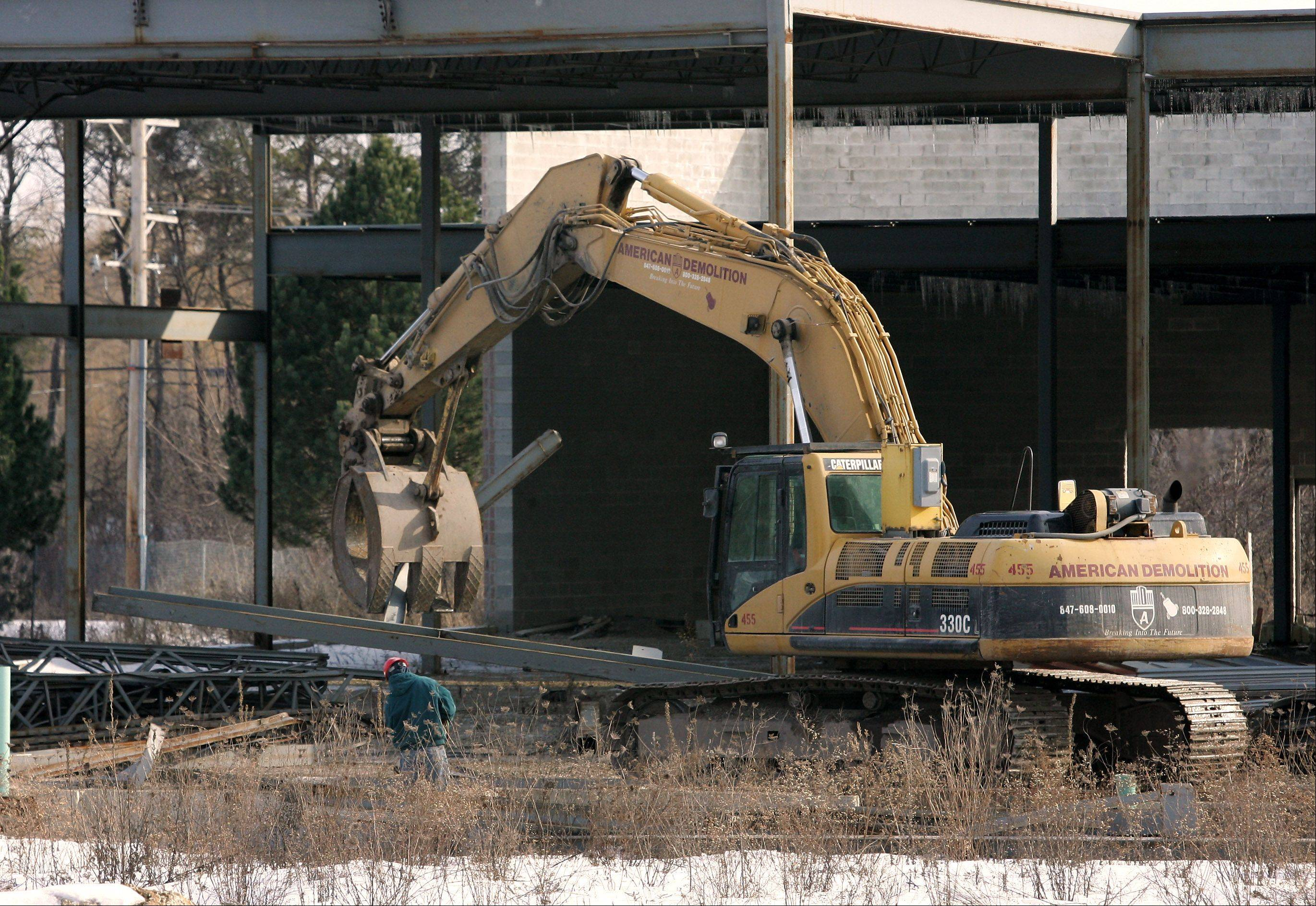Crews with American Demolition in February 2010 remove the metal frame of what was intended to be a Fresh Foods grocery on Milwaukee Avenue in Libertyville.