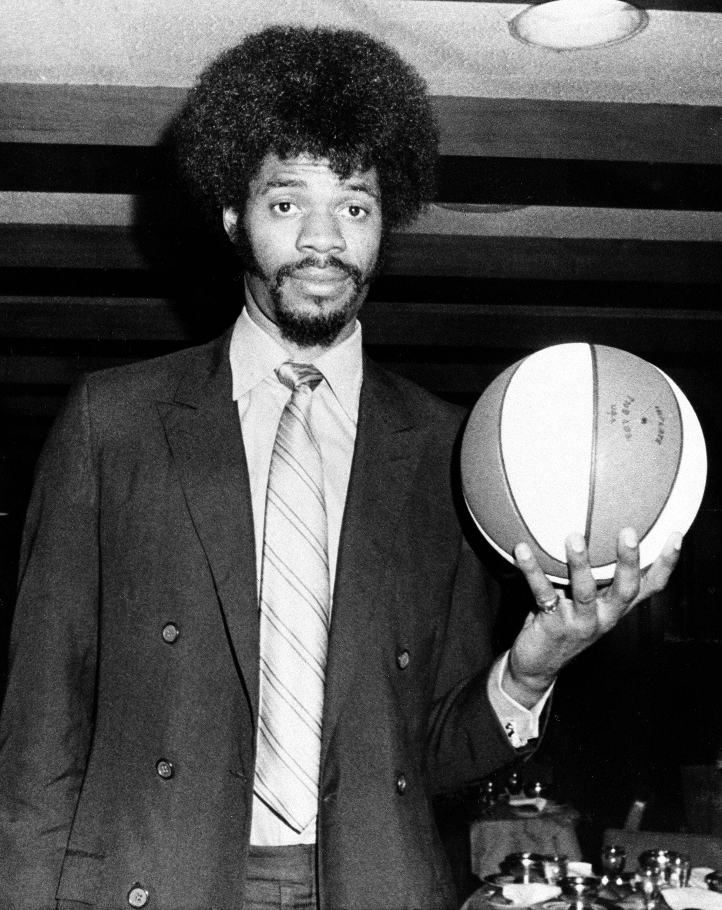 Artis Gilmore, 7-foot-2 player from Jacksonville University, is introduced to the press, on March 17, 1971, in New York, after he was signed by the Kentucky Colonels as their first round pick of the draft.