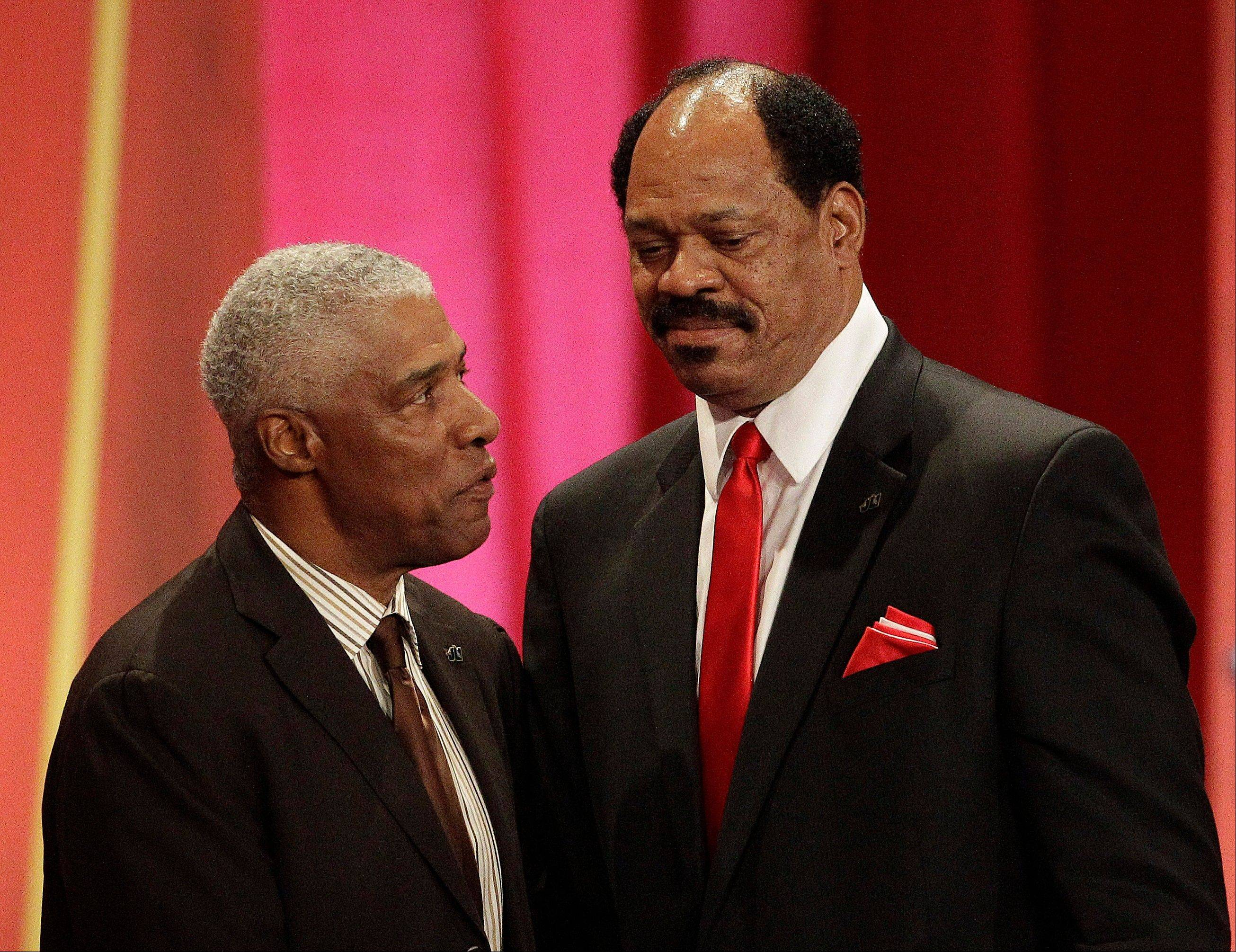 Artis Gilmore, right, is joined by his presenter Julius Erving during a Basketball Hall of Fame enshrinement ceremony .
