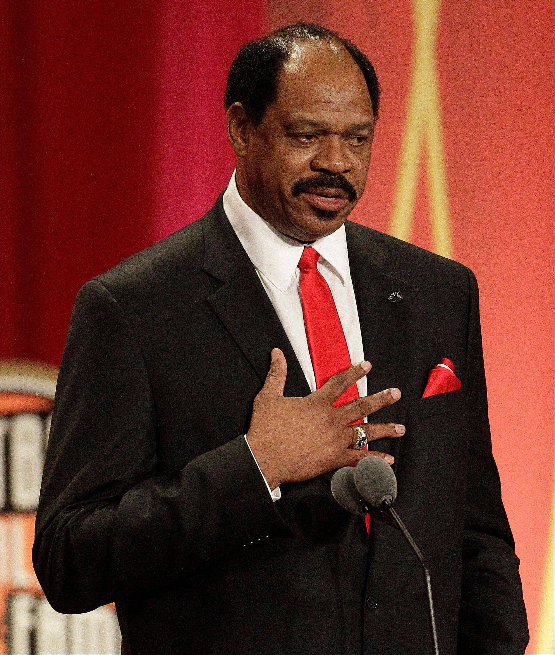 Artis Gilmore delivers an address at an Basketball Hall of Fame enshrinement ceremony in Springfield, Mass., on Friday night.