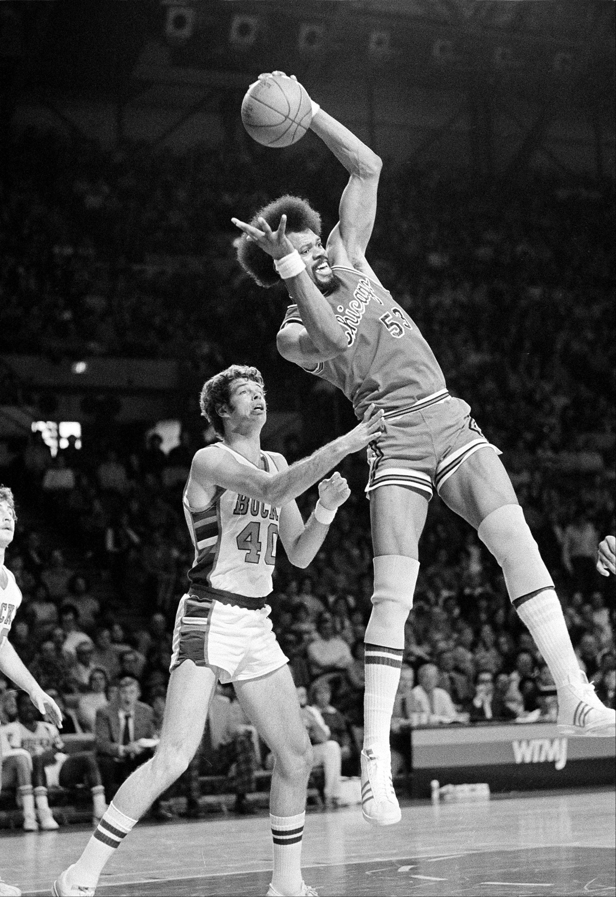 Chicago Bulls center Artis Gilmore leaps high and pulls down a pass in front of Milwaukee Bucks center John Gianelli during second quarter action in Milwaukee, Wis., Sunday, Jan. 22, 1978.