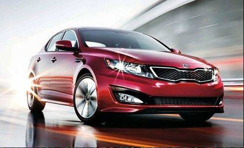 Starting at just under $20,000 for the base LX model, the Kia Optima mid-size sedan is mechanically related to its Hyundai cousin, the Sonata. But the exteriors differ completely.