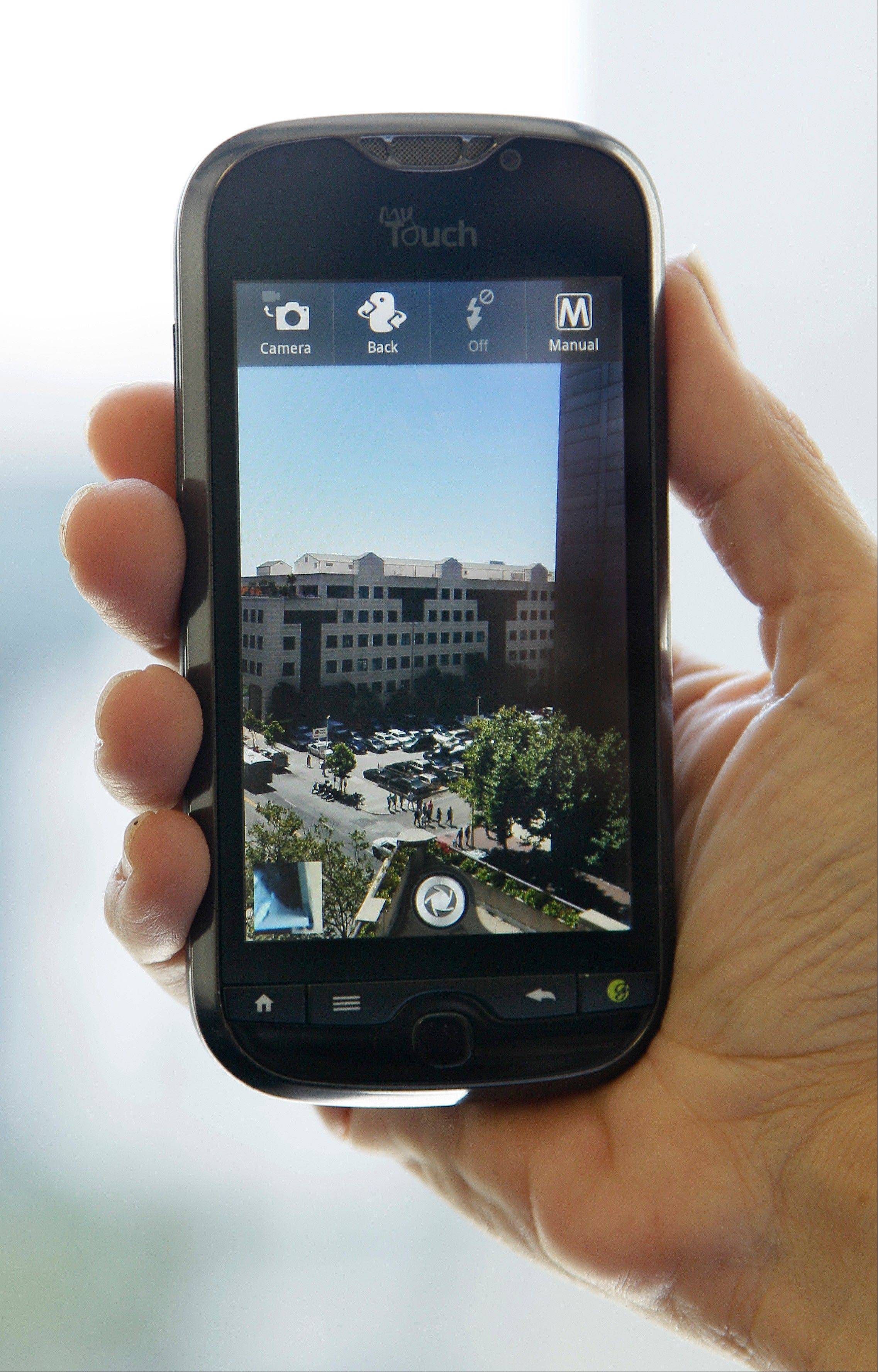 The HTC myTouch 4G Slide smartphone takes crisp, bright photos and is simple to use, reviewer Rachel Metz says.