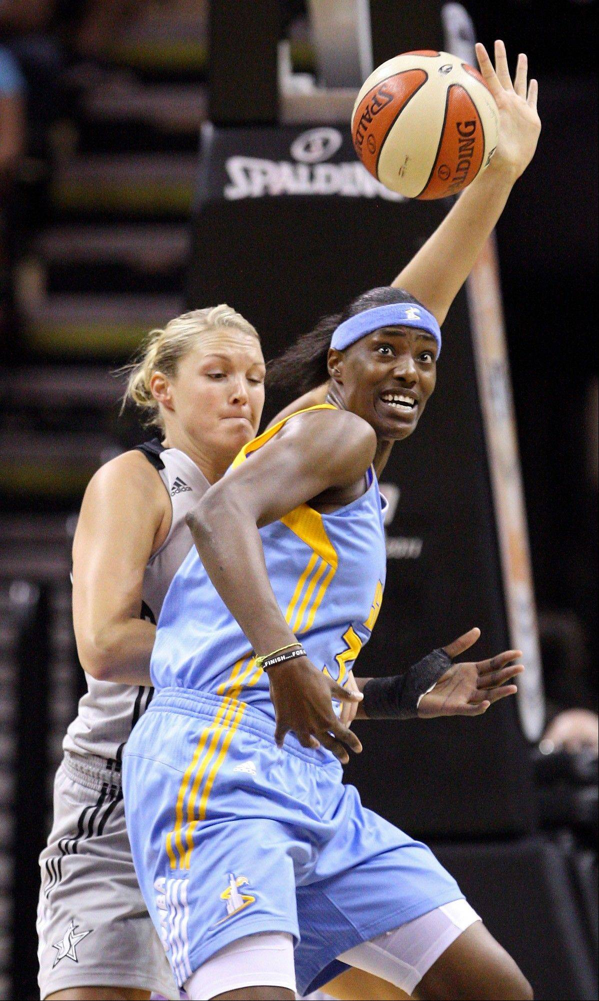The Sky�s Sylvia Fowles, front, and San Antonio�s Jayne Appel chase after a loose ball Sunday.