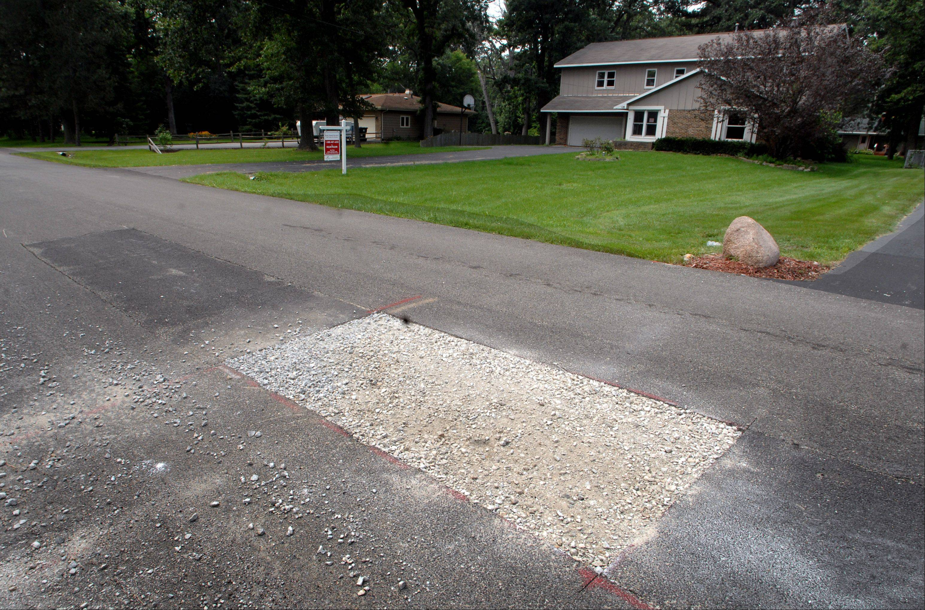 Homeowners on Geraldine Lane near Port Barrington are complaining that shoddy roadwork quickly deteriorated into sunken and cracked pavement in Wauconda Township.