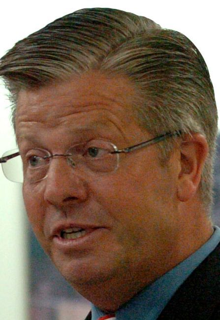 U.S. Rep. Randy Hultgren spoke to residents Thursday at the Geneva Public Works Facility.