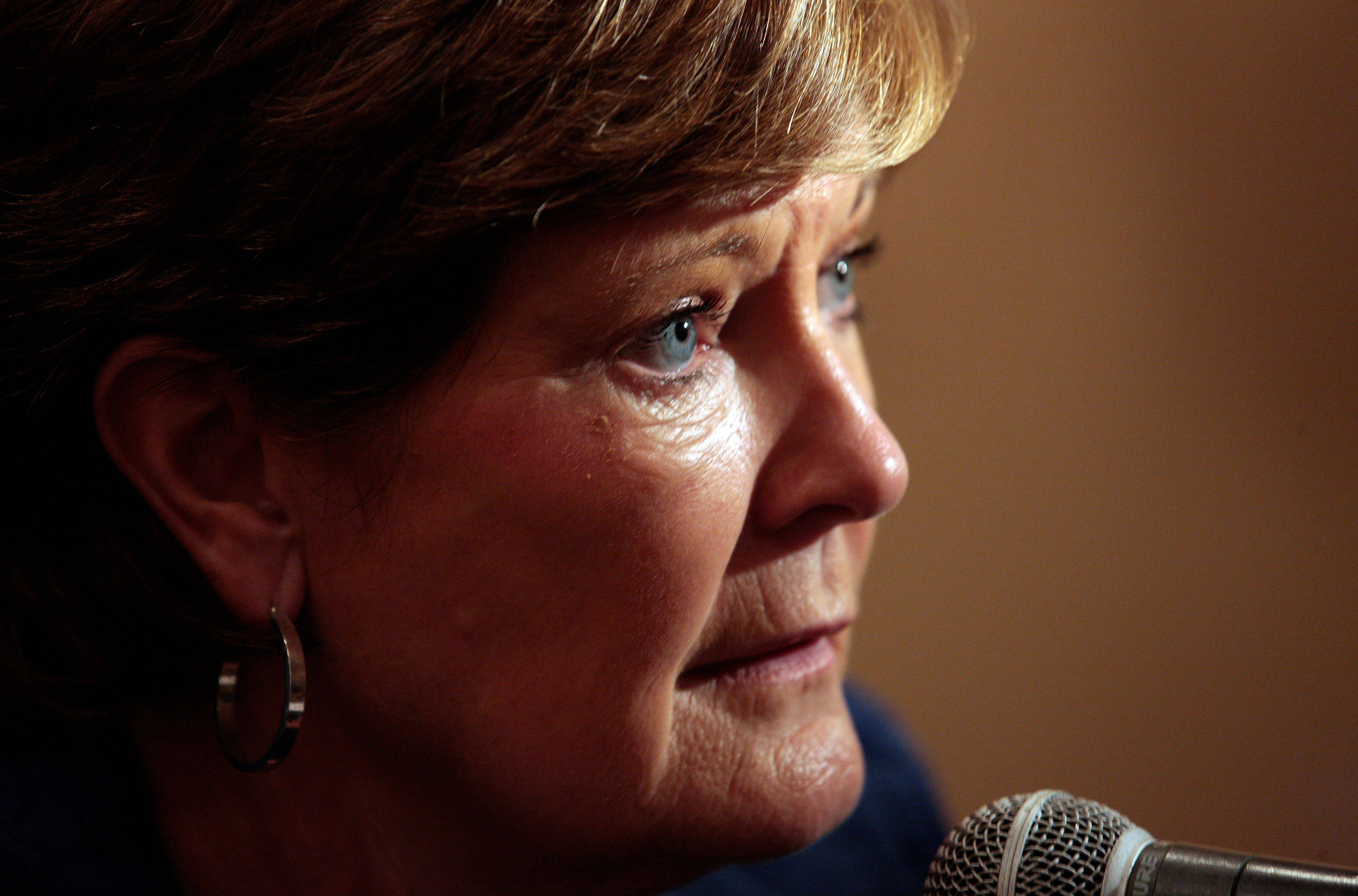 Tennessee women's basketball head coach Pat Summitt has been diagnosed with early onset dementia. The 59-year-old coach said she plans to rely on medication and mental exercises to manage the progressive condition.