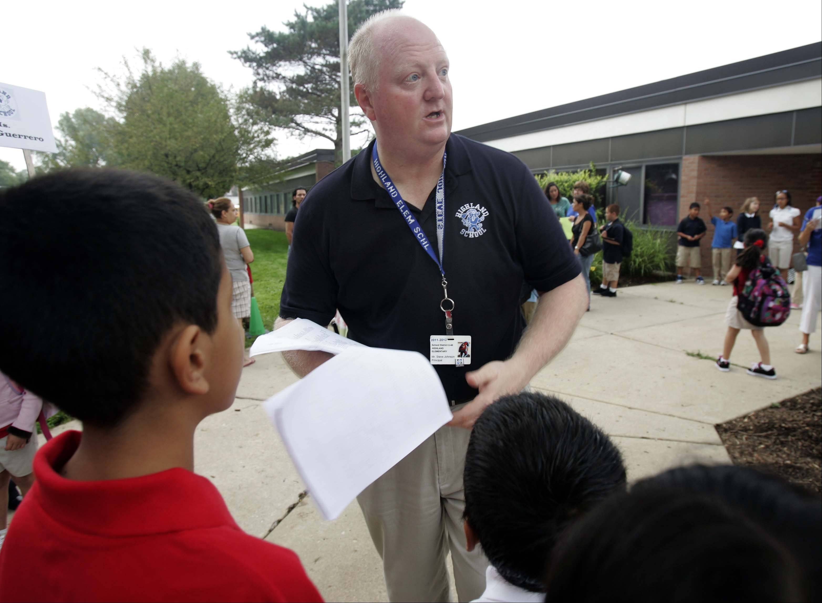 Principal Steve Johnson makes sure that the students are headed to the correct classes during first day of school at Highland Elementary School in Elgin Wednesday, August 24, 2011.