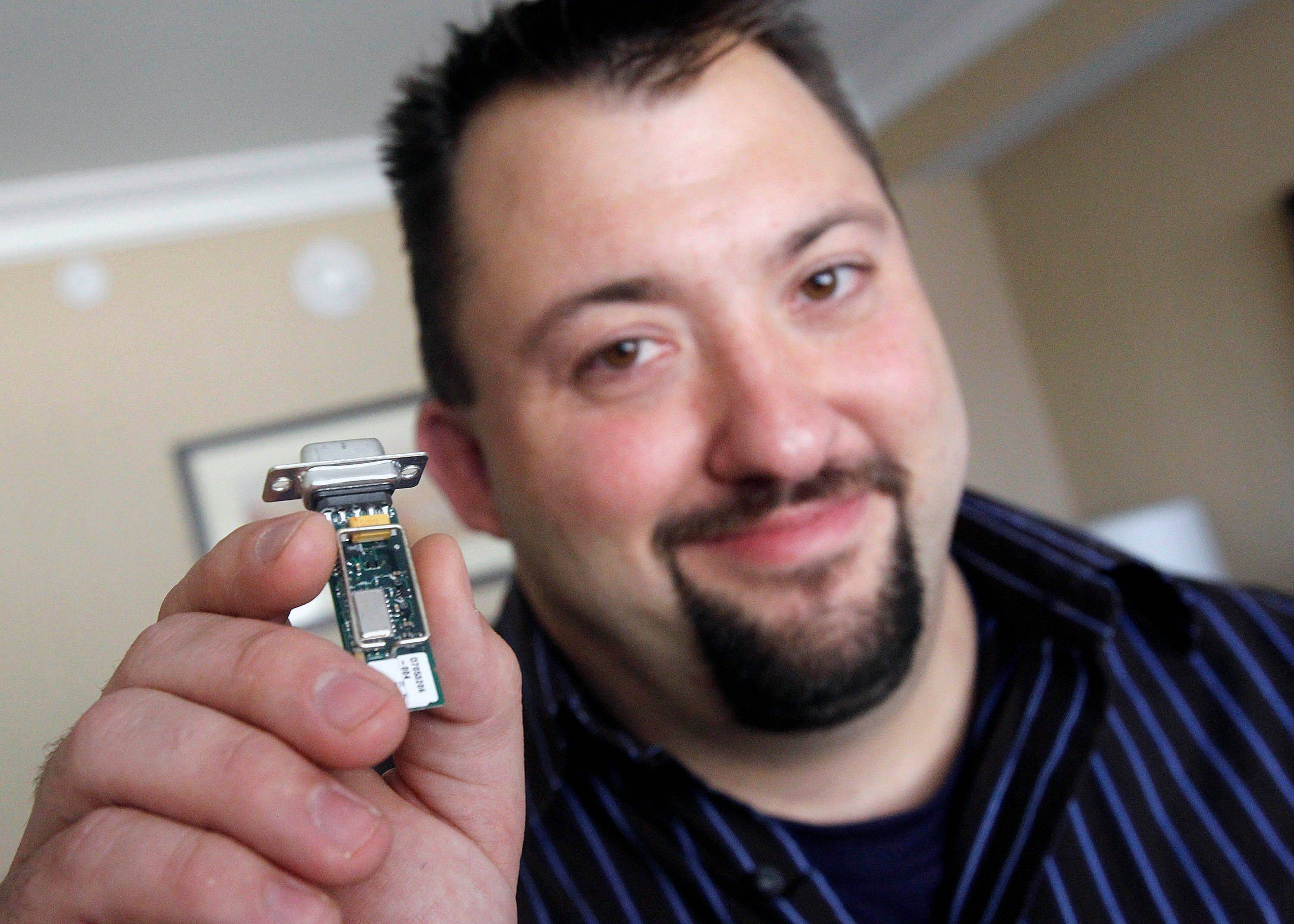 Jay Radcliffe displays a radio device he uses to perform an attack on an insulin pump by taking control of the device wirelessly.