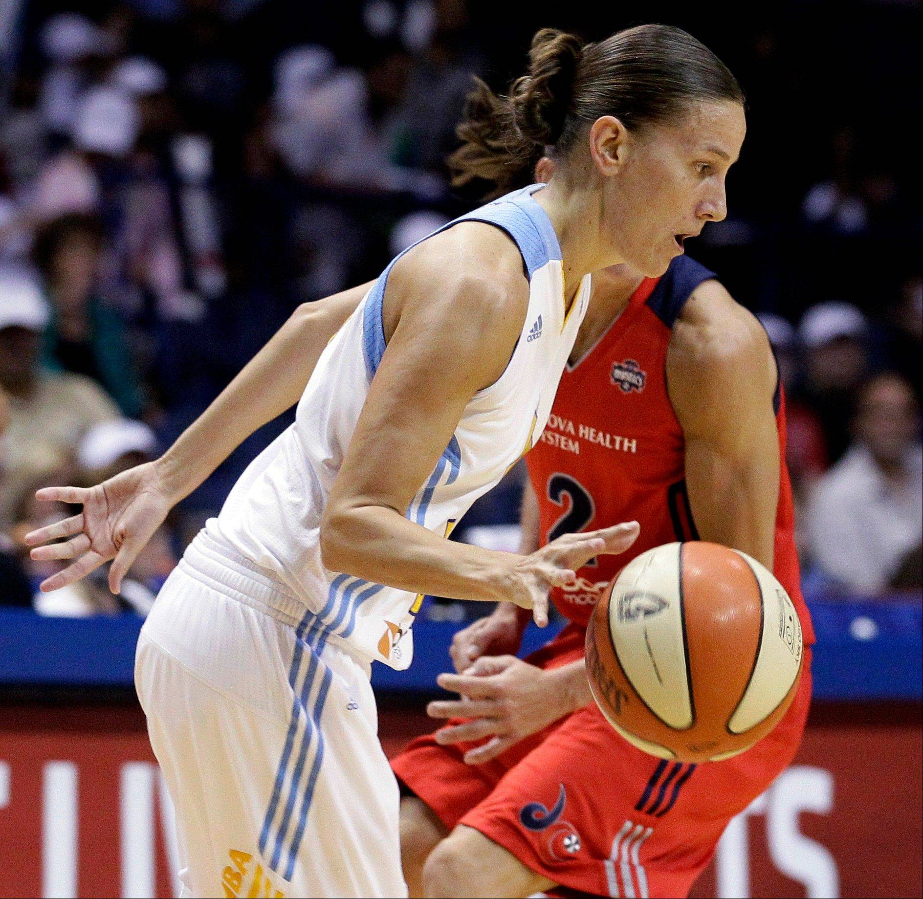 The Sky's Erin Thorn drives to the basket against the Mystics' Kelly Miller.