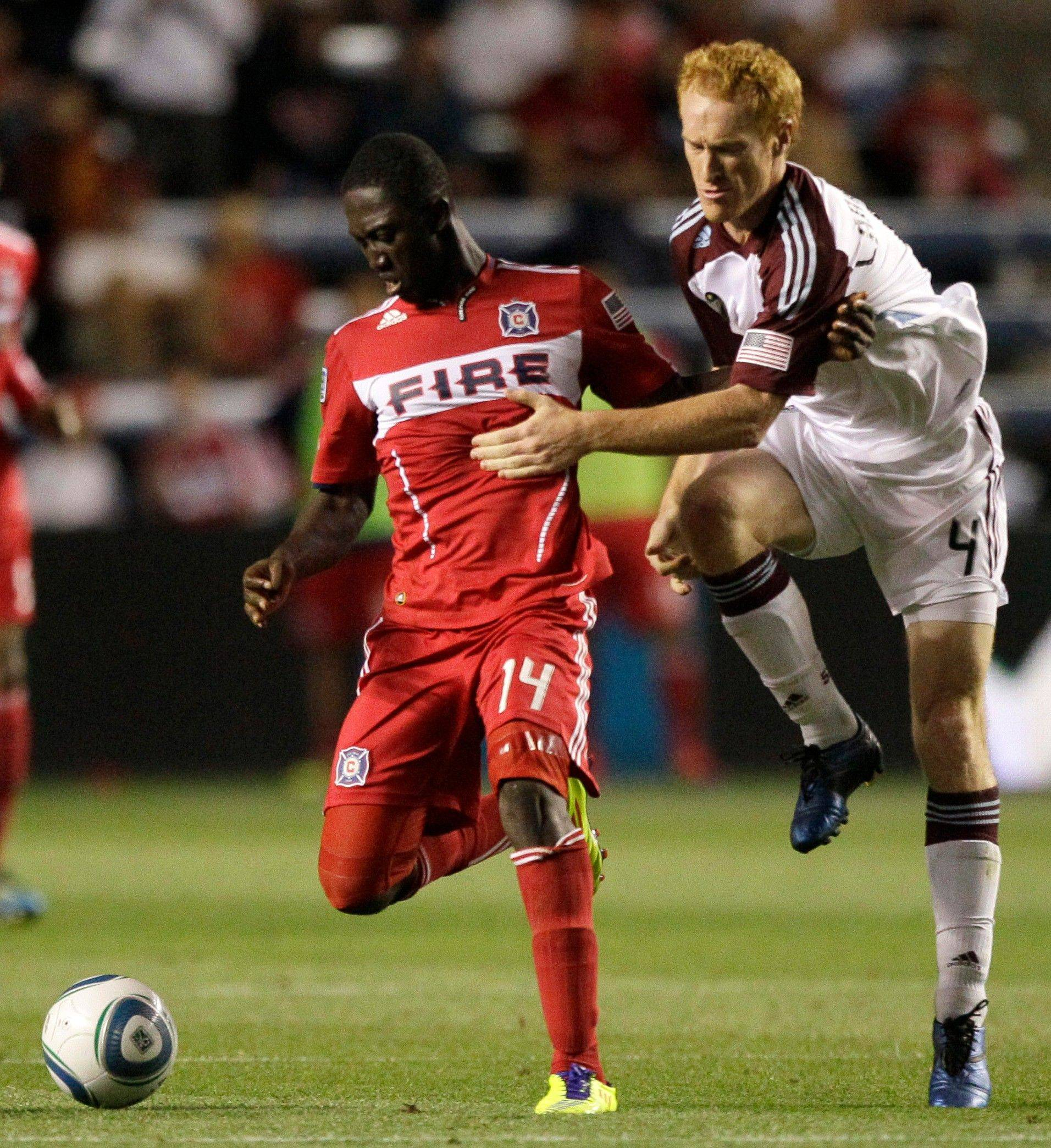 The Fire's Patrick Nyarko controls the ball against the Rapids' Jeff Larentowicz on Saturday.