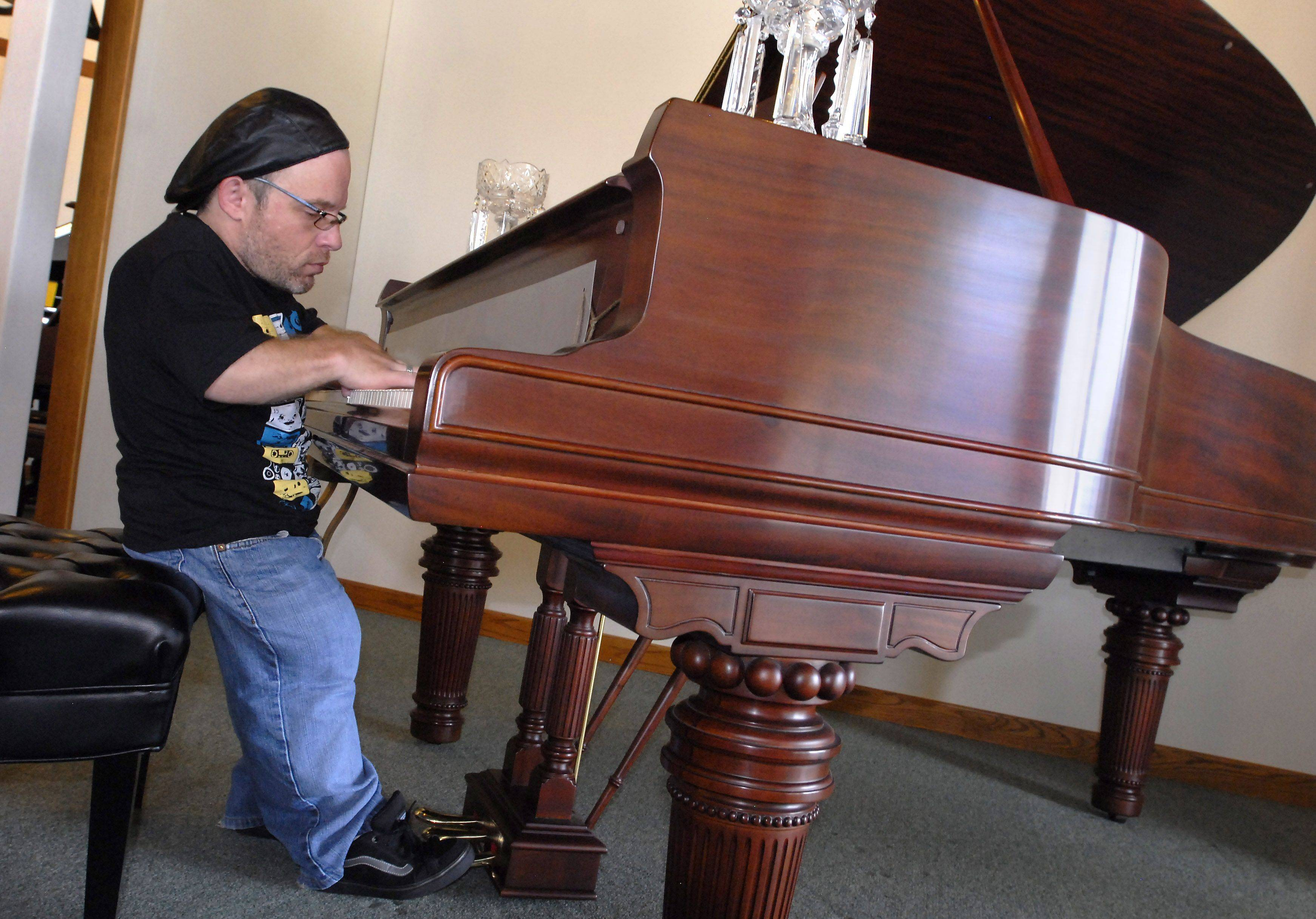 Midget Jazz Pianist