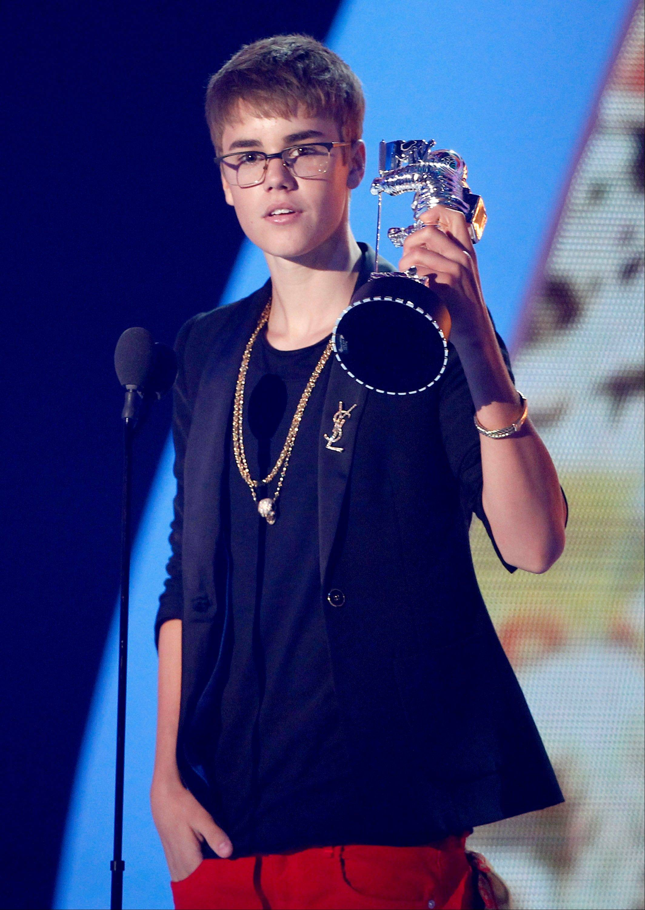 "Justin Bieber accepts the award for best male video for ""U Smile"" at the VMAs."