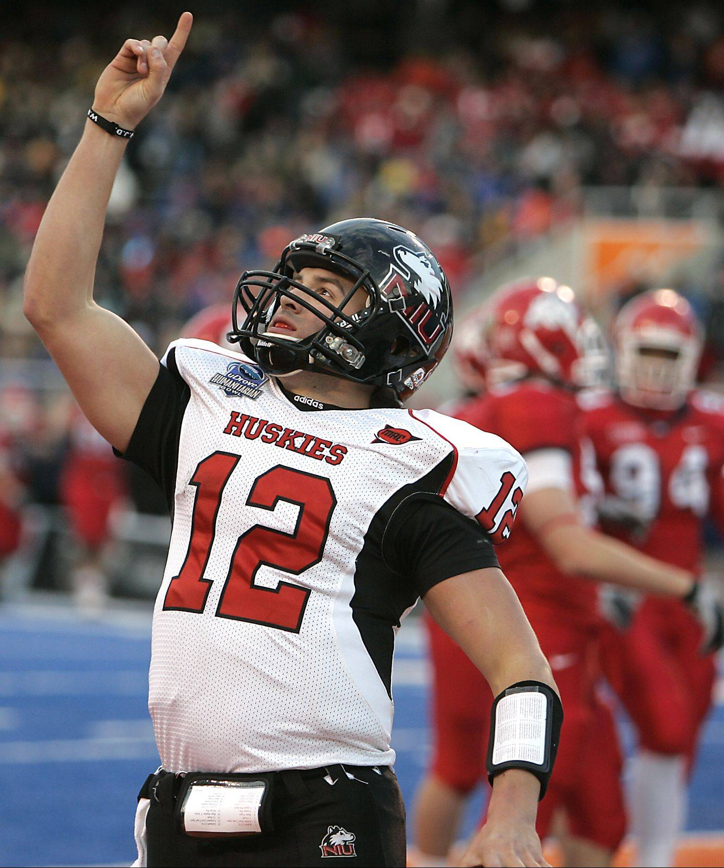 Northern Illinois quarterback Chandler Harnish is busy getting familiar with the Huskies� new no-huddle offense.