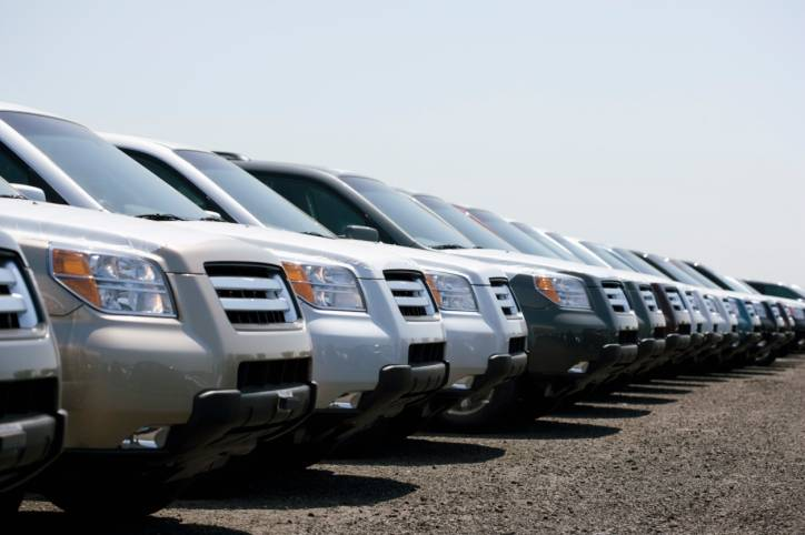 Lenders continued to increase their appetite for risk in the second quarter of 2011, according to a report by Schaumburg-based Experian Automotive.