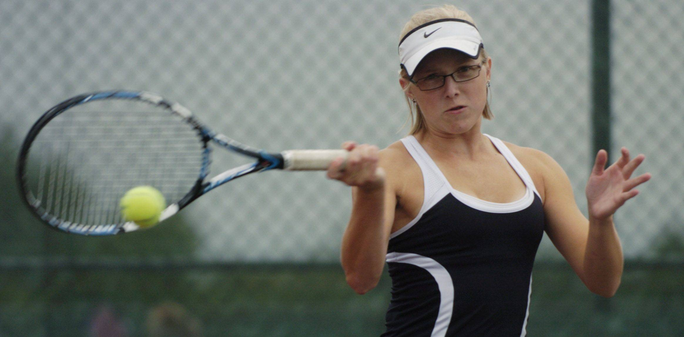 Barrington first doubles player Zoe Kaziurak competes at Buffalo Grove on Tuesday.