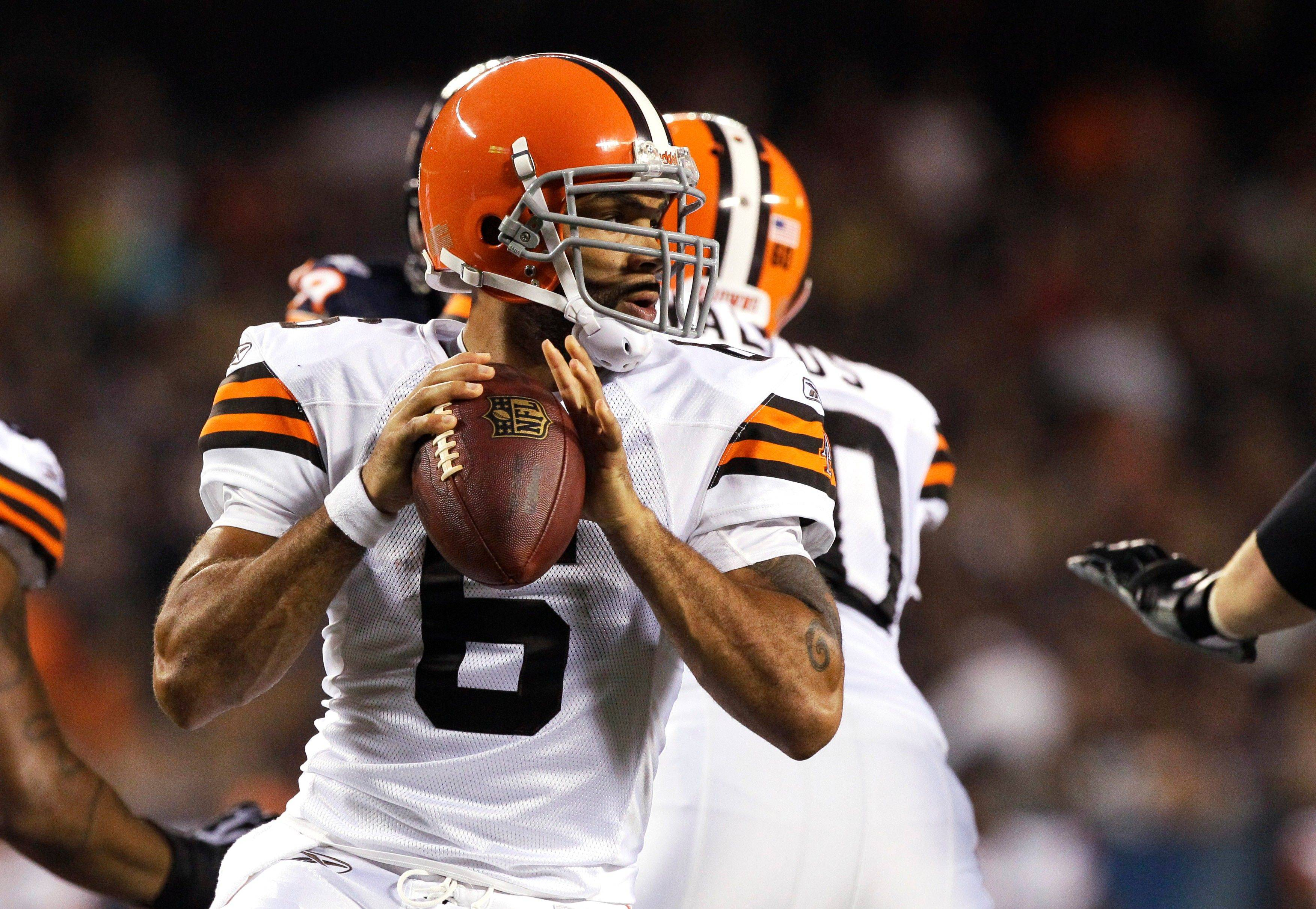 Cleveland Browns quarterback Seneca Wallace drops back to pass against the Chicago Bears in the first half.