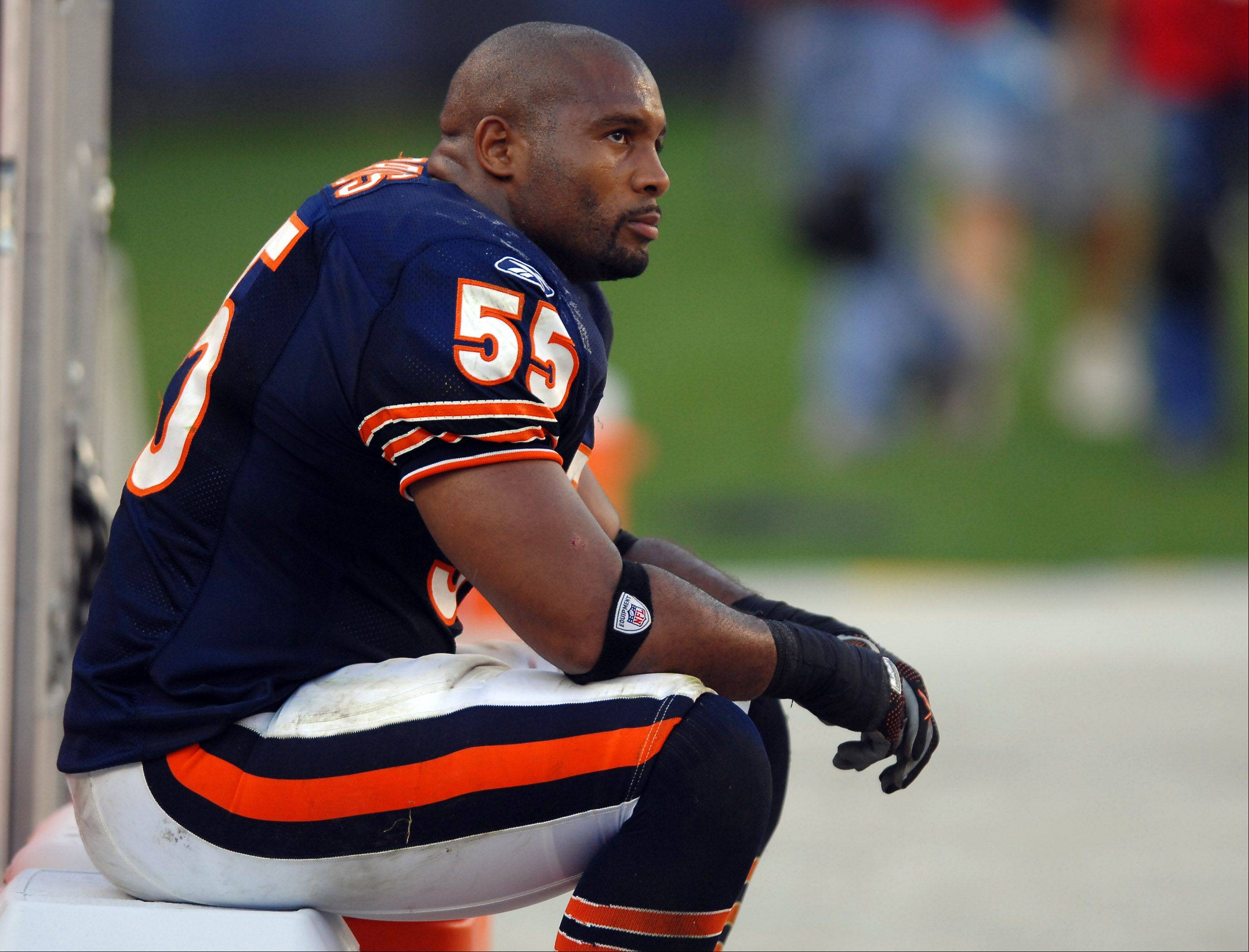 Bears linebacker Lance Briggs says his dissatisfaction with his contract situation will not affect his play on the field.