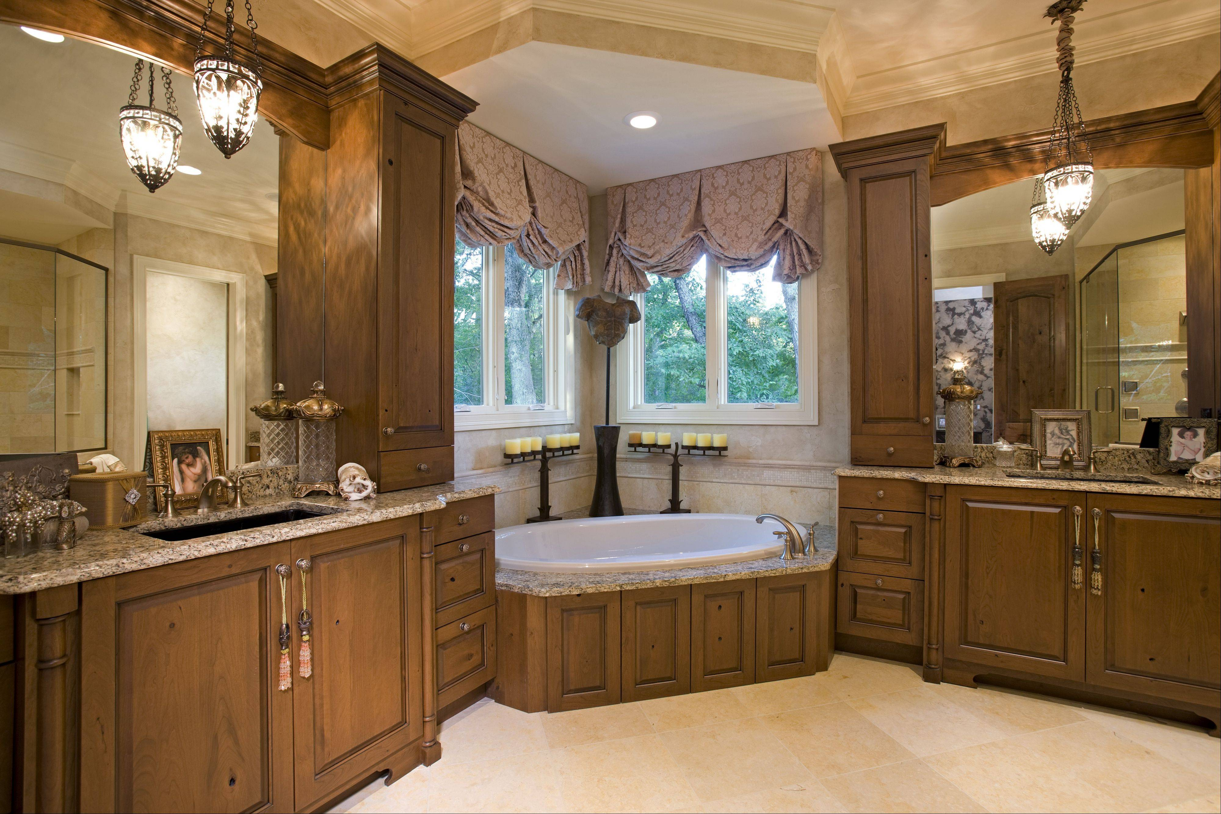 No master suite is complete without a luxurious bath, like this model home at Thousand Oaks in Spring Grove.