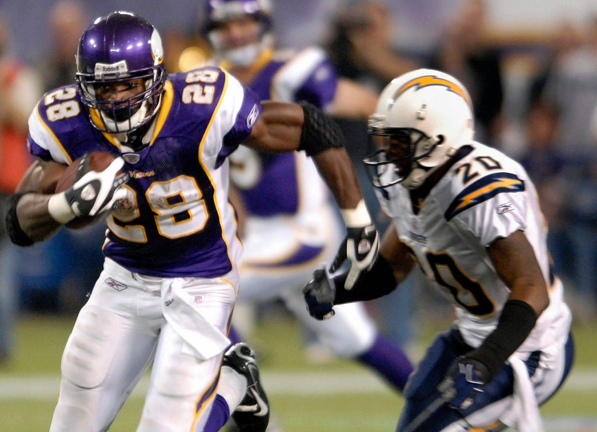Adrian Peterson agreed Saturday to a contract extension with the Vikings that includes $36 million in guaranteed money and as much as $100 million over the next seven years if he plays that long with Minnesota.