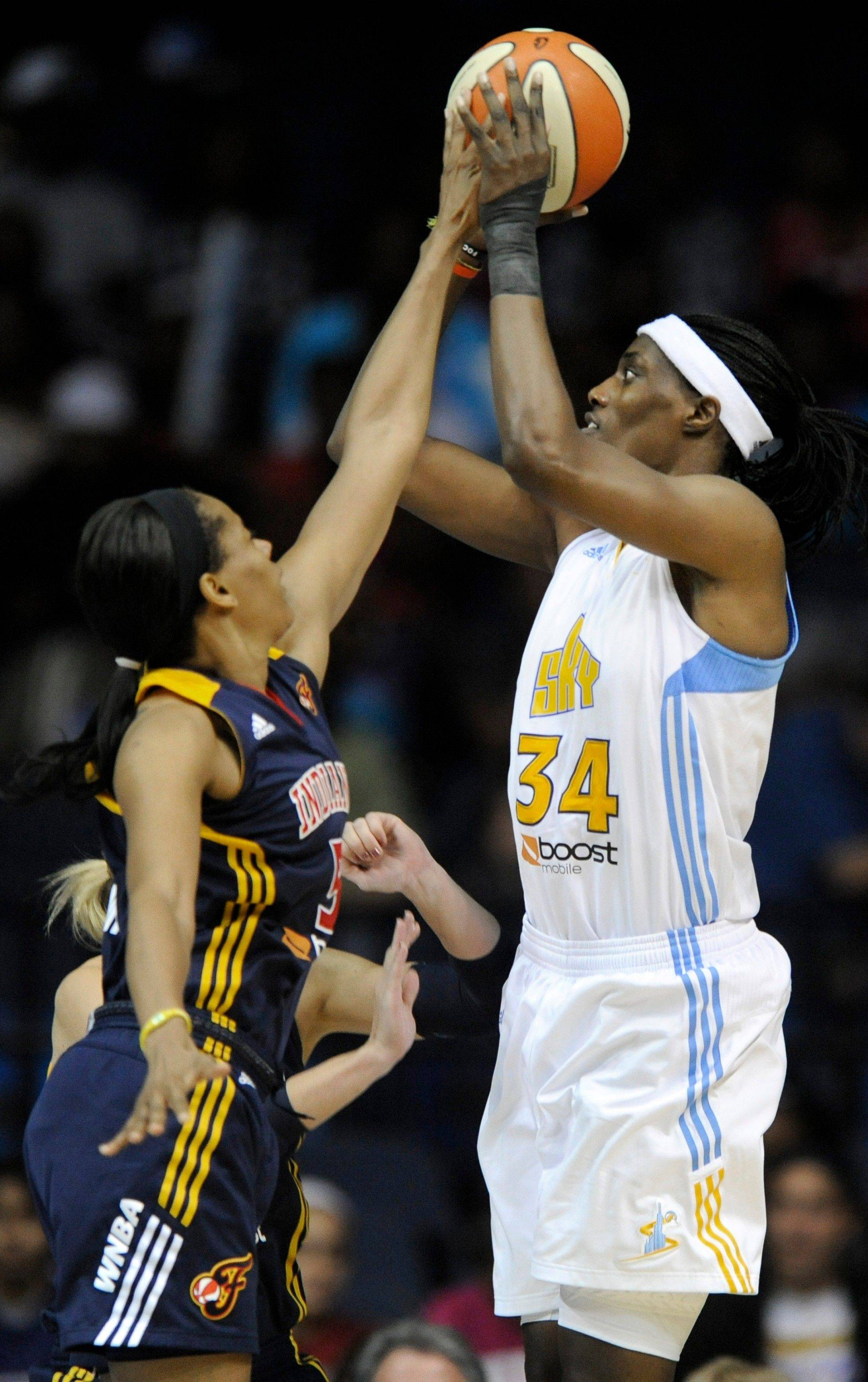 The Chicago Sky�s Sylvia Fowles leads the WNBA in field-goal percentage (59.6) and is third in scoring (19.8), but it�s doubtful she will win the league�s MVP award.