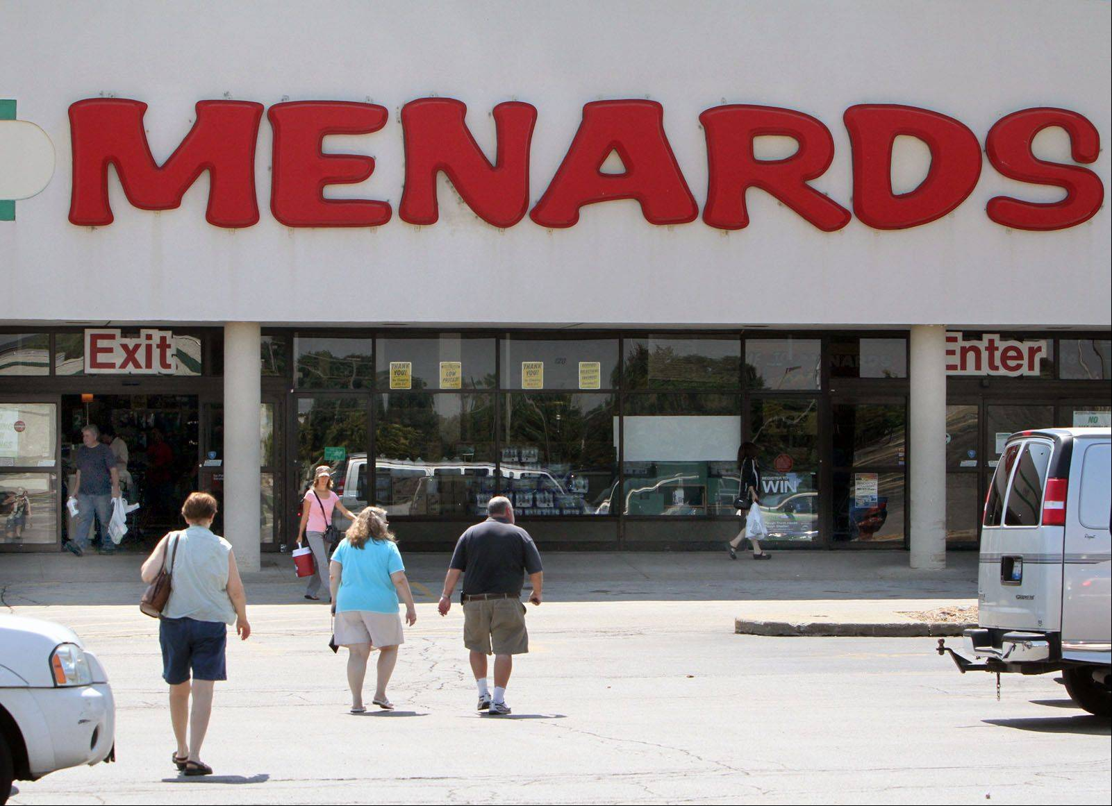 The Mundelein village board on Monday approved expansion plans for Menards home-improvement store in the Oak Creek Plaza shopping center. A new garden center is proposed.