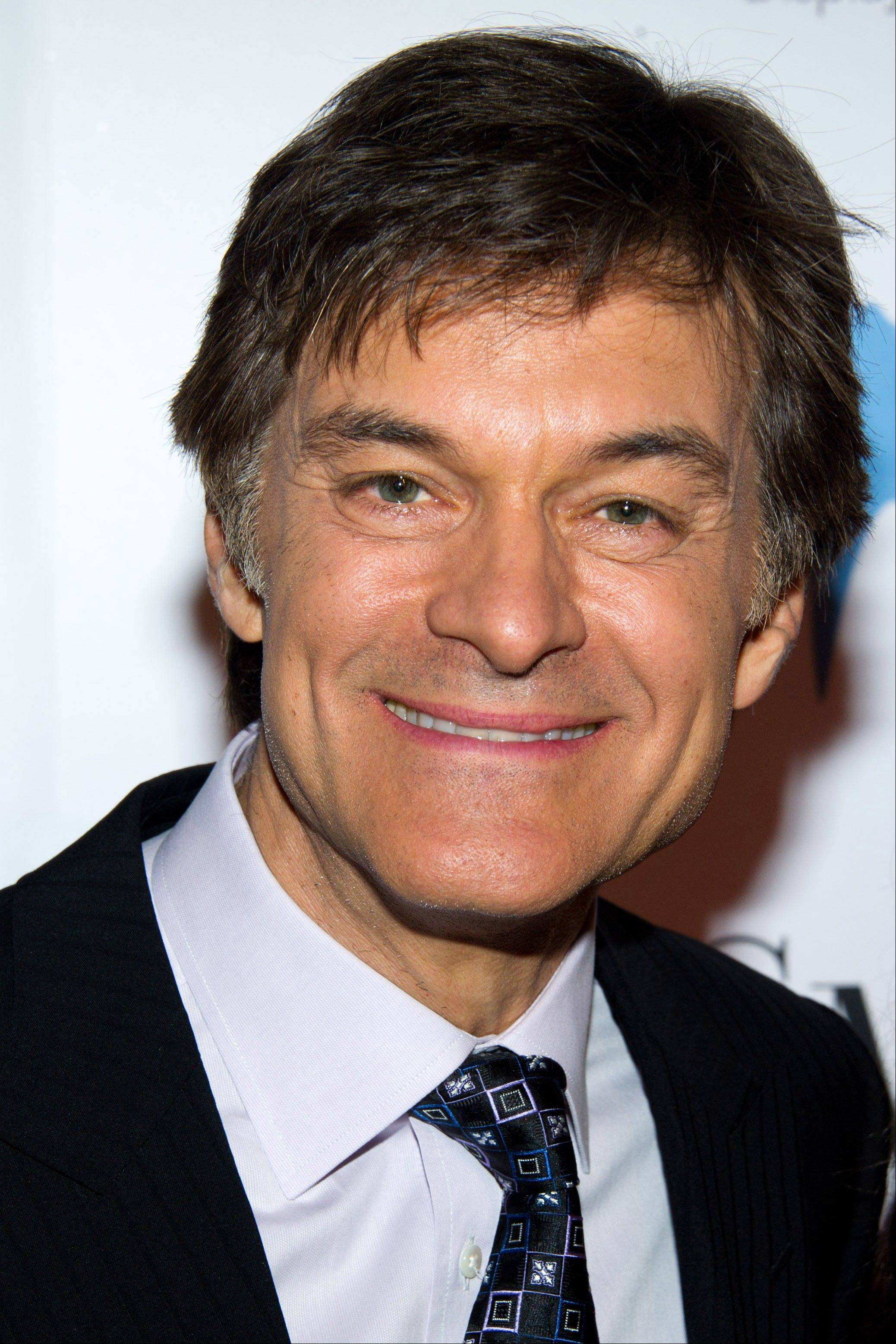 The federal Food and Drug Administration and a leading doctor are disputing claims by Dr. Mehmet Oz that trace amounts of arsenic in many apple juice products pose a health risk.