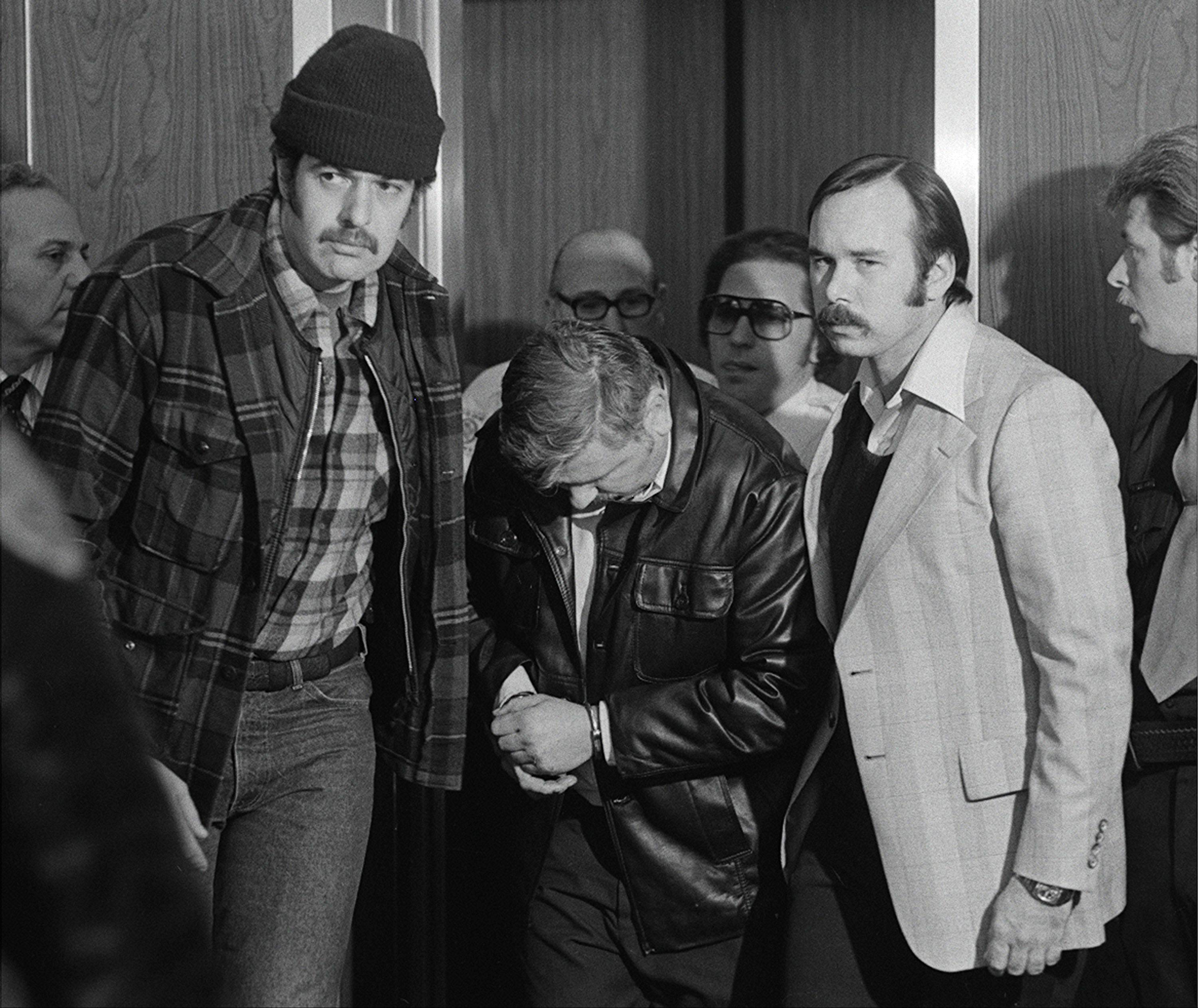 Des Plaines detectives take John Wayne Gacy to jail.