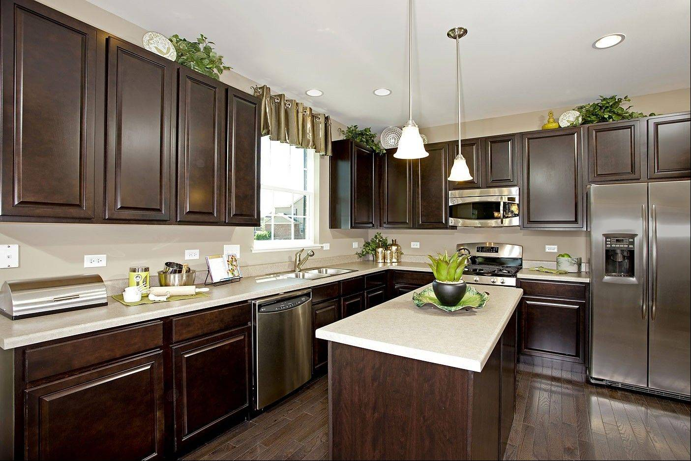 Ryland Homes offers energy-efficient, Energy Star-certified kitchen appliances at its communities. This is itsPrairiestone model at Herrington Estates in Bolingbrook.