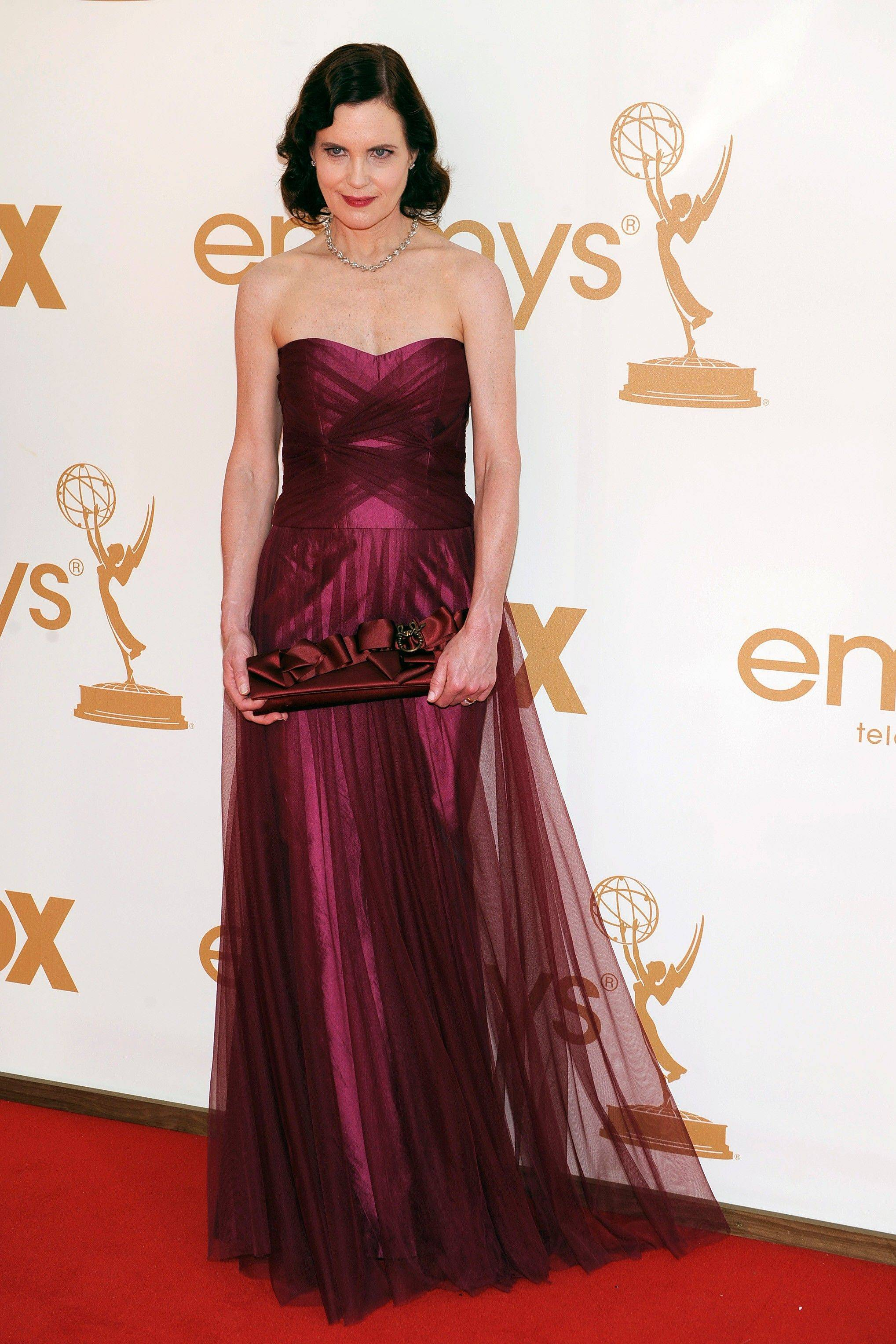 """Downton Abbey"" star Elizabeth McGovern summons old school glam in this understated but elegant gown."