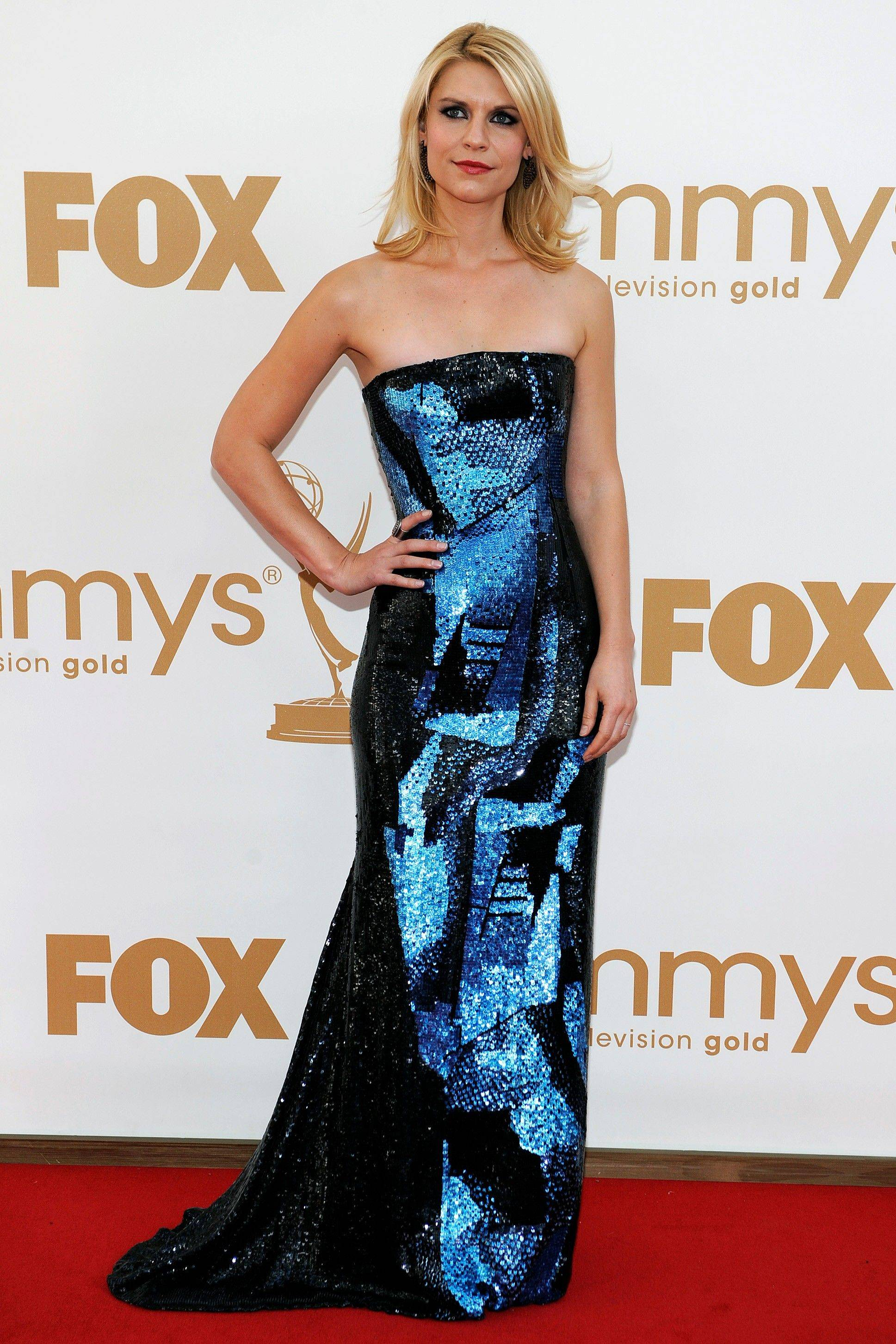 """Homeland Security"" star Claire Danes makes a bold statement on the red carpet in her shimmering Oscar de la Renta gown."