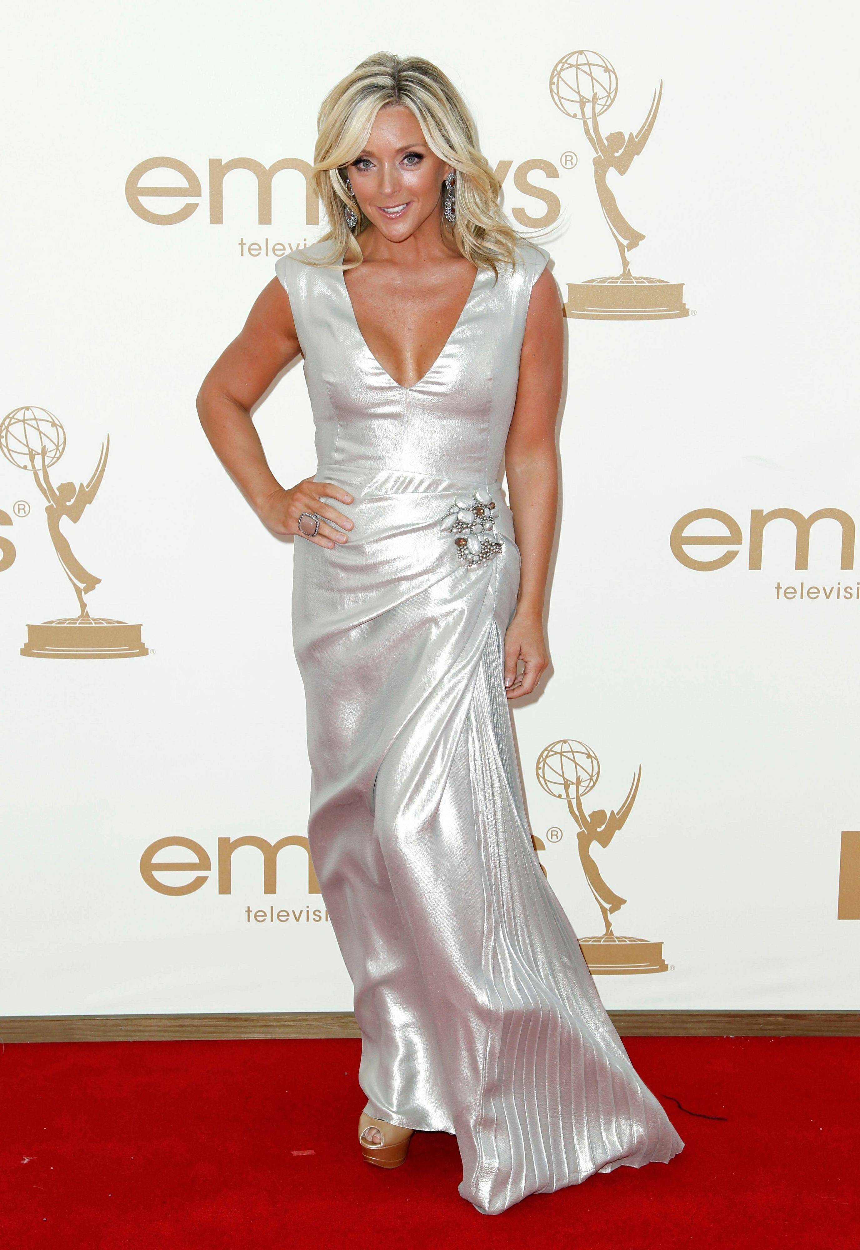 "The over the top tan and the silhouette of this gown do nothing for the ""30 Rock"" star Jane Krakowski"