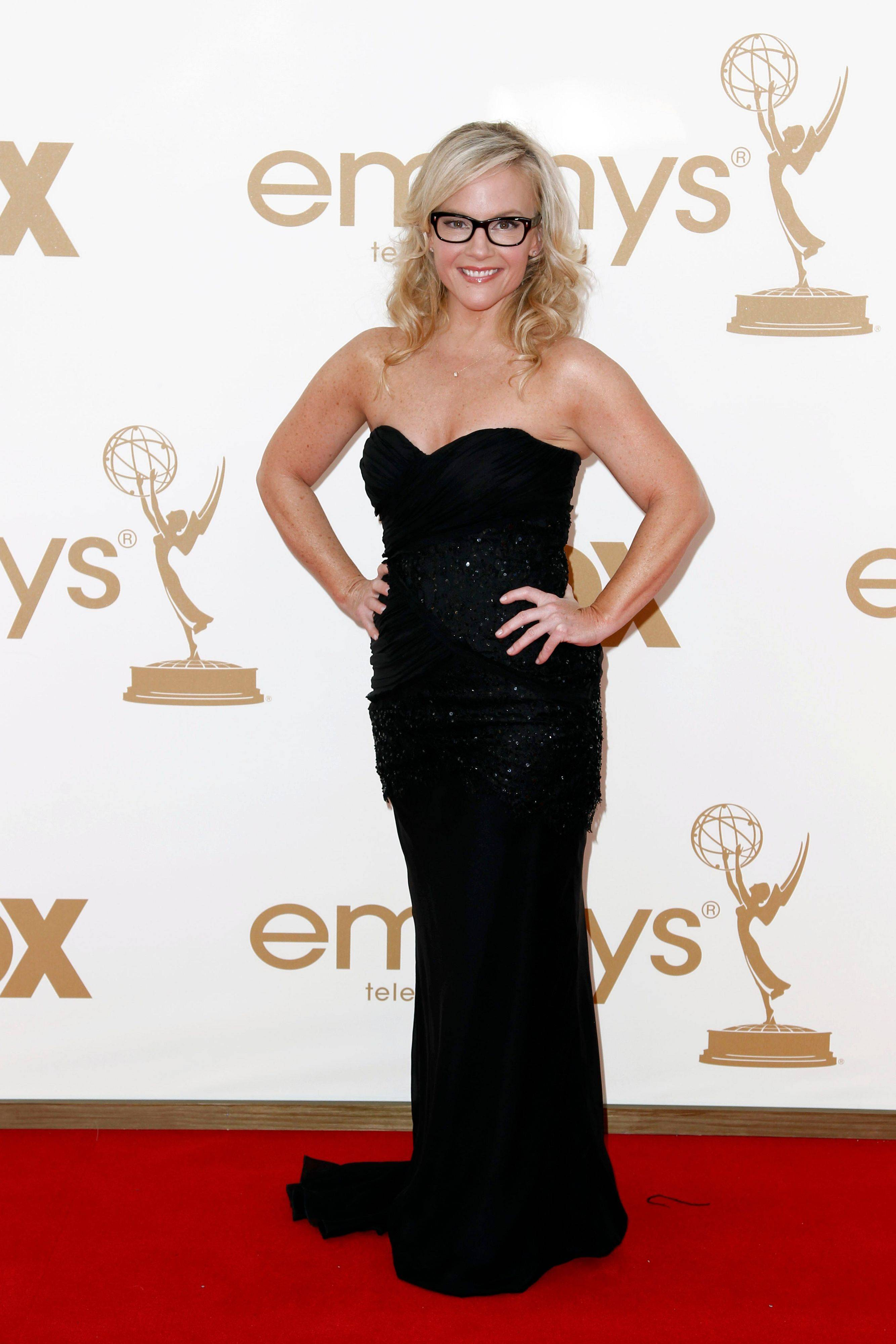 Actress Rachael Harris kept with the majority of stars and chose a dark strapless gown.