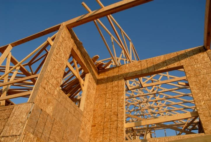 The outlook of U.S. homebuilders worsened in September, as foreclosures and anxious buyers hurt construction and sales activity.