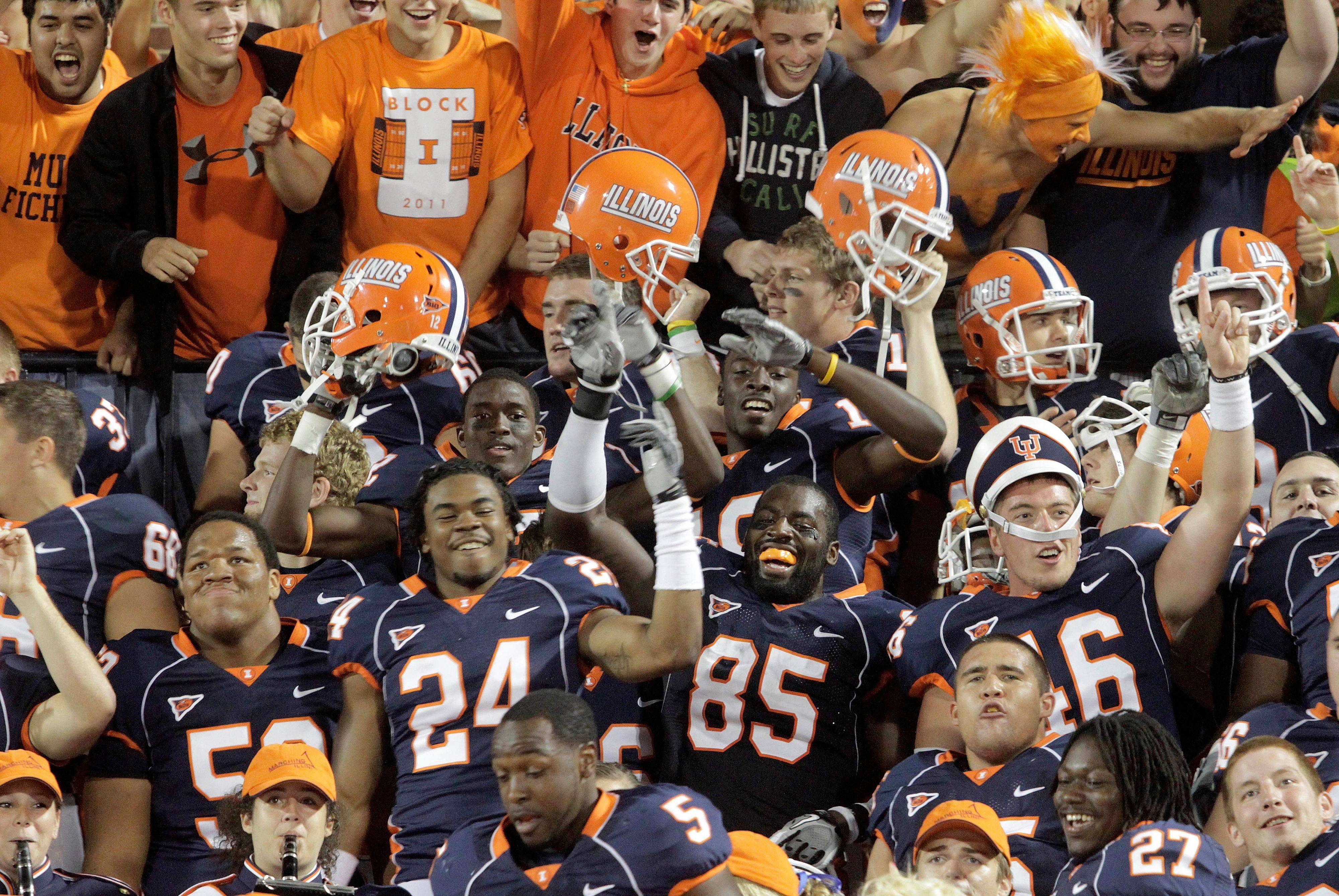 Illinois celebrates in the stand with fans after defeating Arizona State 17-14.