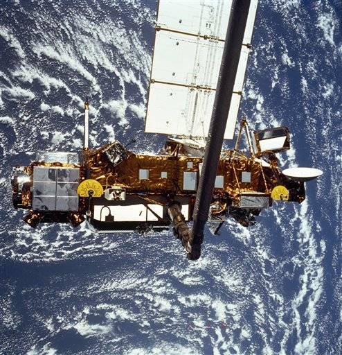 NASA's old research satellite came crashing down through the atmosphere early this morning. The spacecraft was expected to skirt past North America, but the bus-sized satellite first penetrated Earth's atmosphere somewhere over the Pacific Ocean, according to NASA and the U.S. Air Force's Joint Space Operations Center.