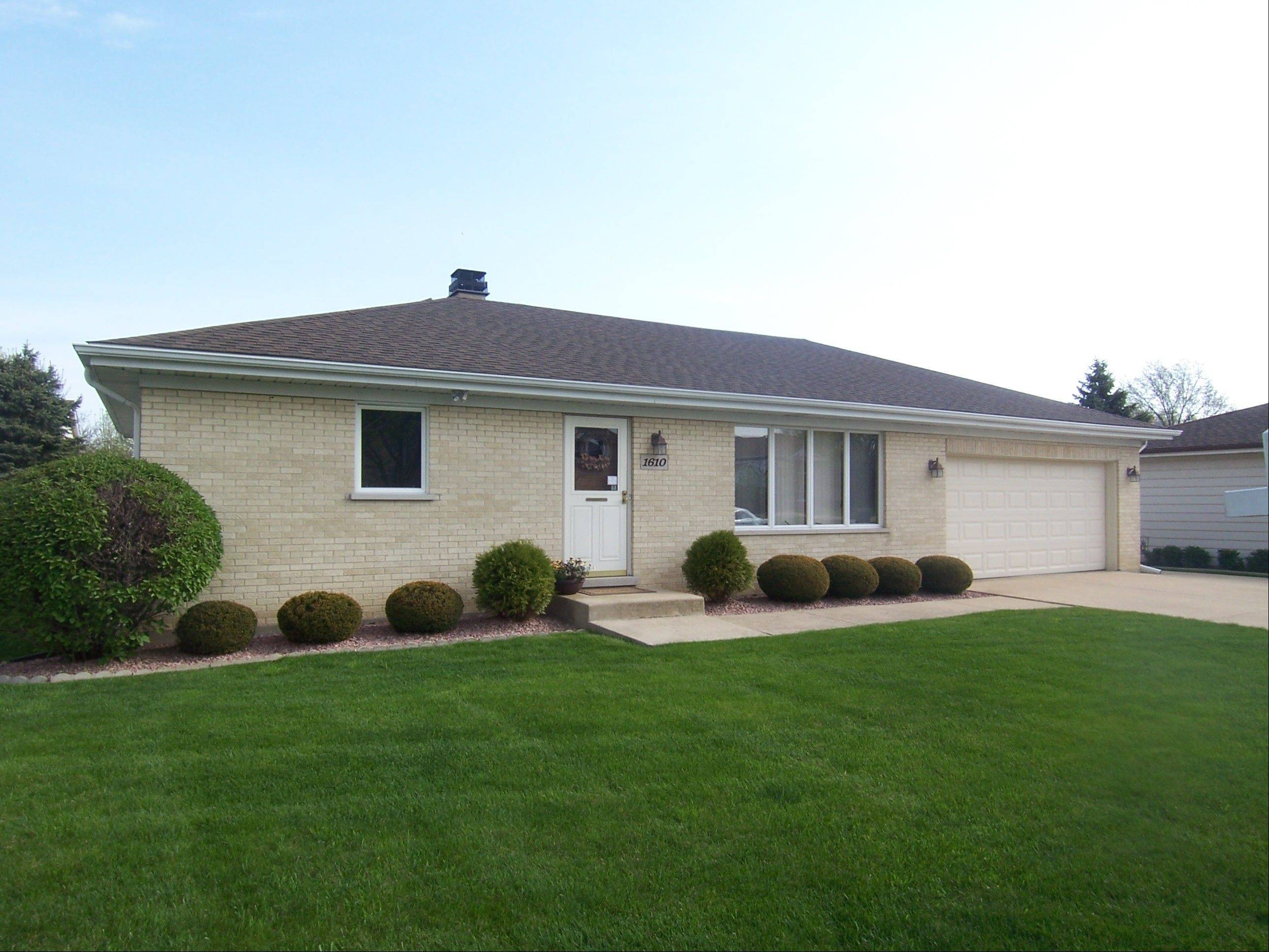This pristine, Arlington Heights ranch is on a cul-de-sac and close to shopping and dining.