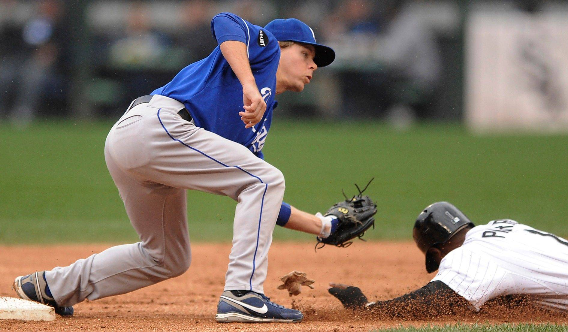 Kansas City Royals second baseman Chris Getz, left, tags out White Sox outfielder Juan Pierre at second base during Sunday�s first inning at U.S. Cellular Field.