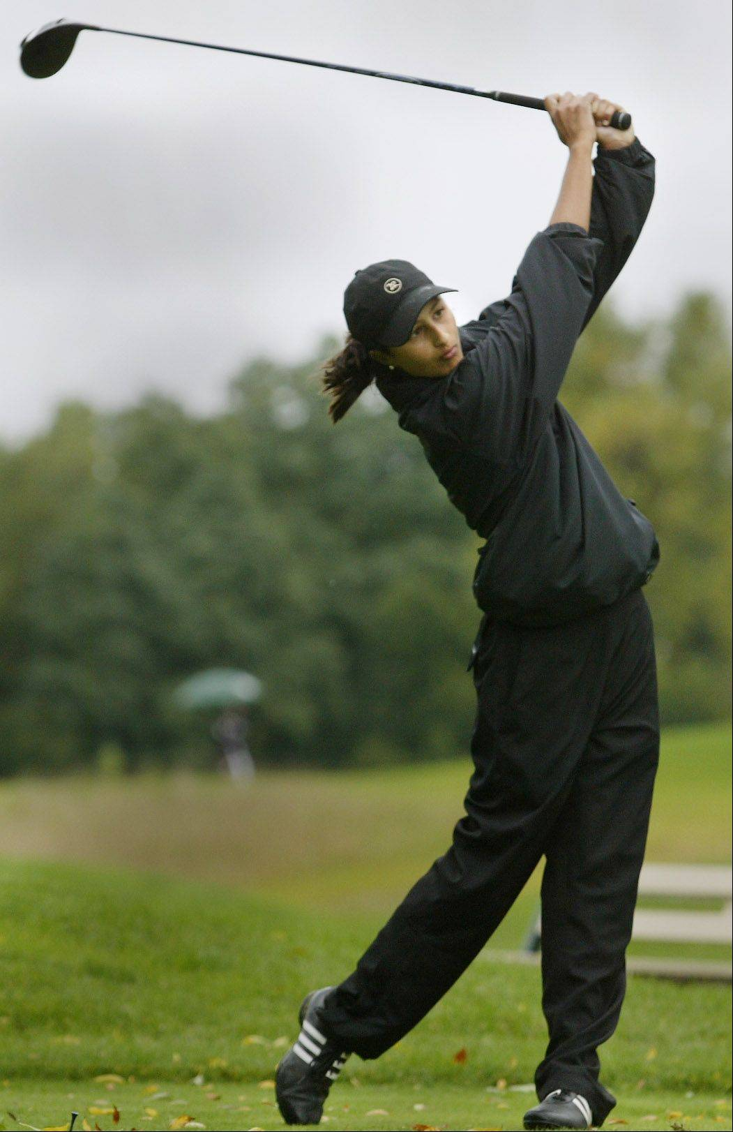 Barrington's Julia Calbi watches her tee shot on 9 Tuesday during the Mid-Suburban League girls golf match at Bonnie Dundee Golf Club in Carpentersville.