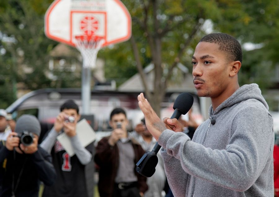 Bulls' Rose gives back to his old neighborhood
