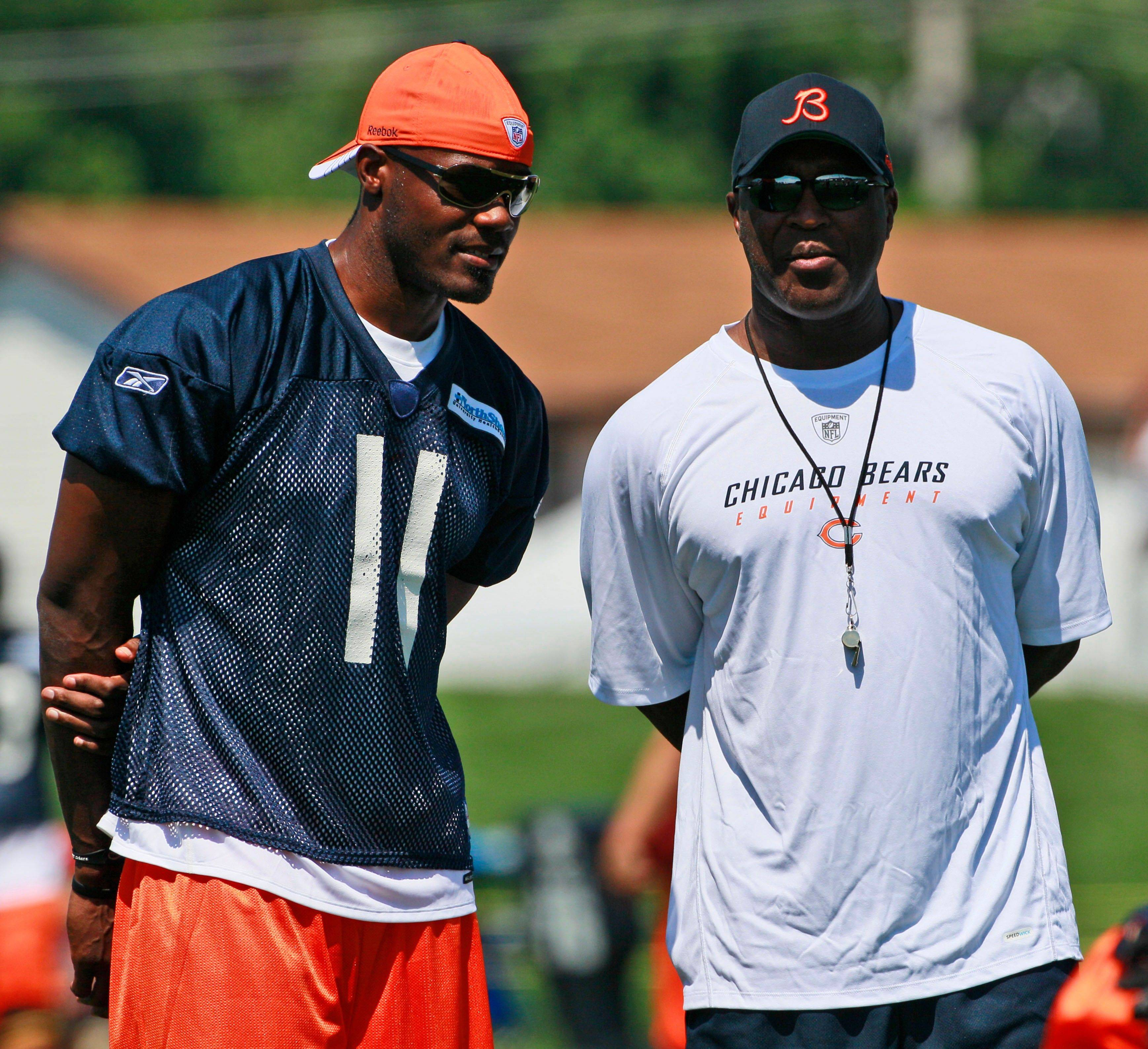 Wide receiver Roy Williams talks with Bears head coach Lovie Smith the day after joining the team in late July.
