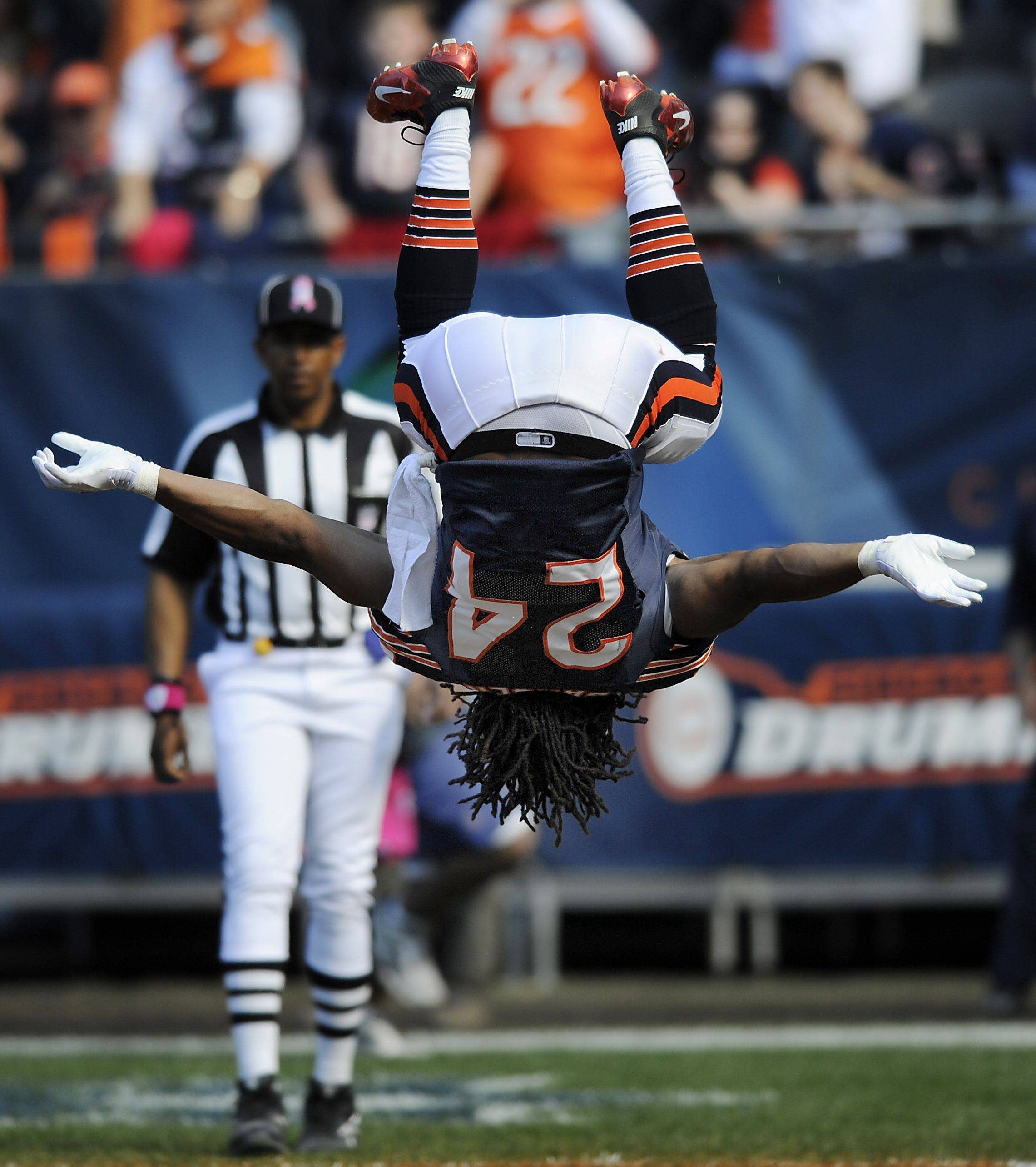 This back flip by running back Marion Barber to celebrate his fourth-quarter touchdown -- his first for the Bears -- did not result in a graceful landing. Barber wound up with his face in the end-zone turf, much to the amusement of his teammates.