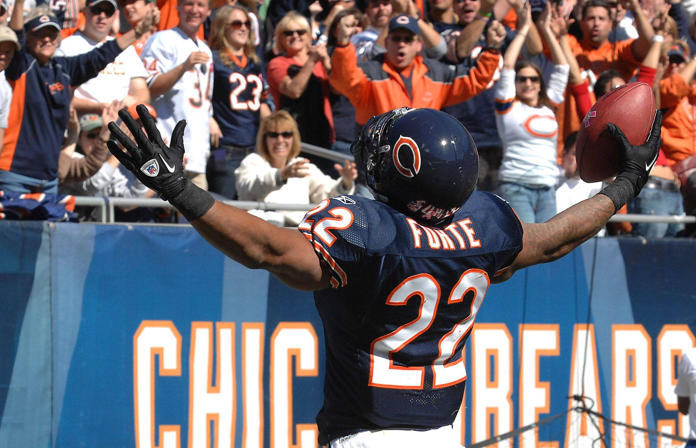 Bears Matt Forte celebrates his first half touchdown.