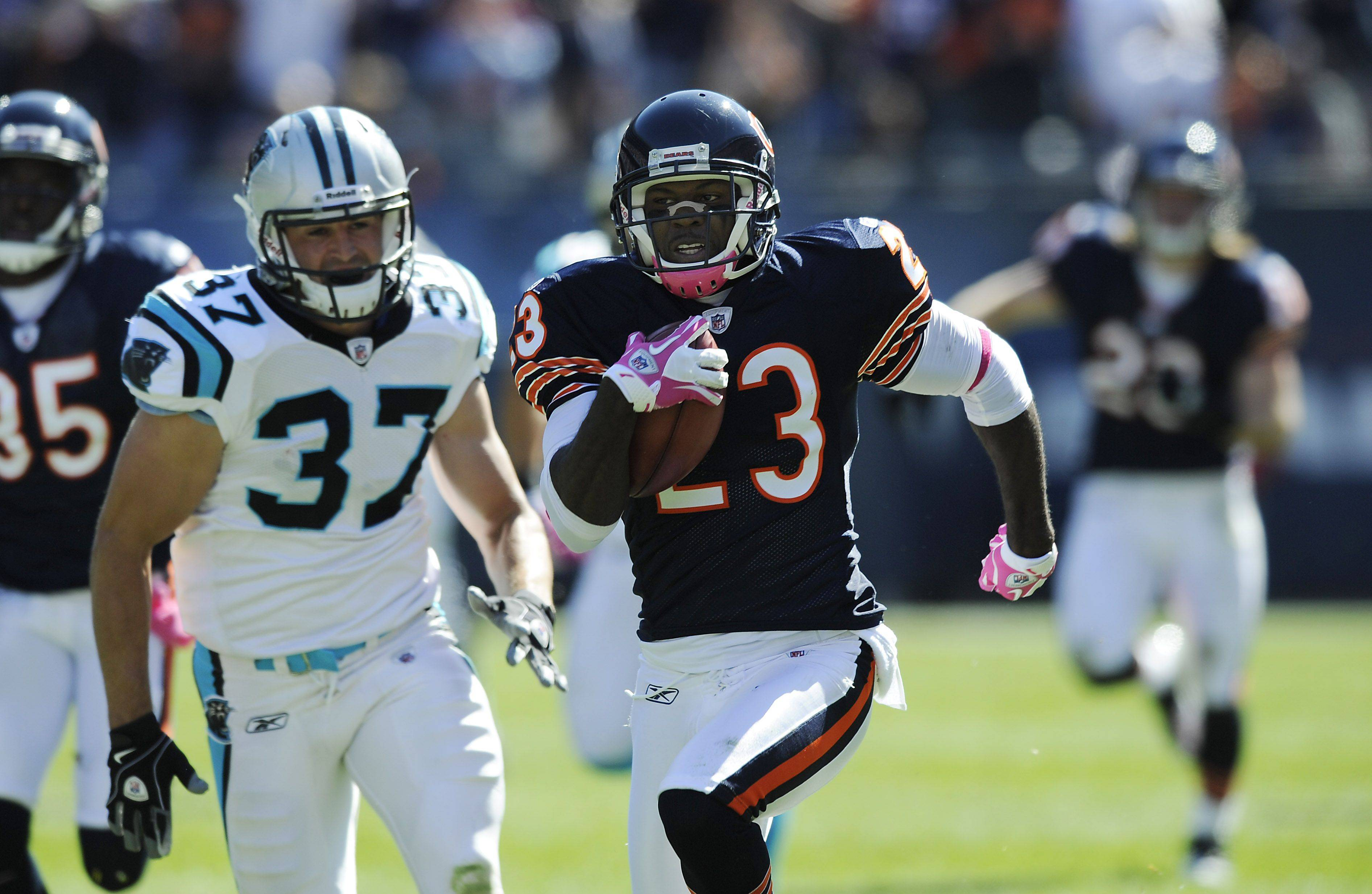 Bears Devin Hester runs back a second quarter punt return for a touchdown.